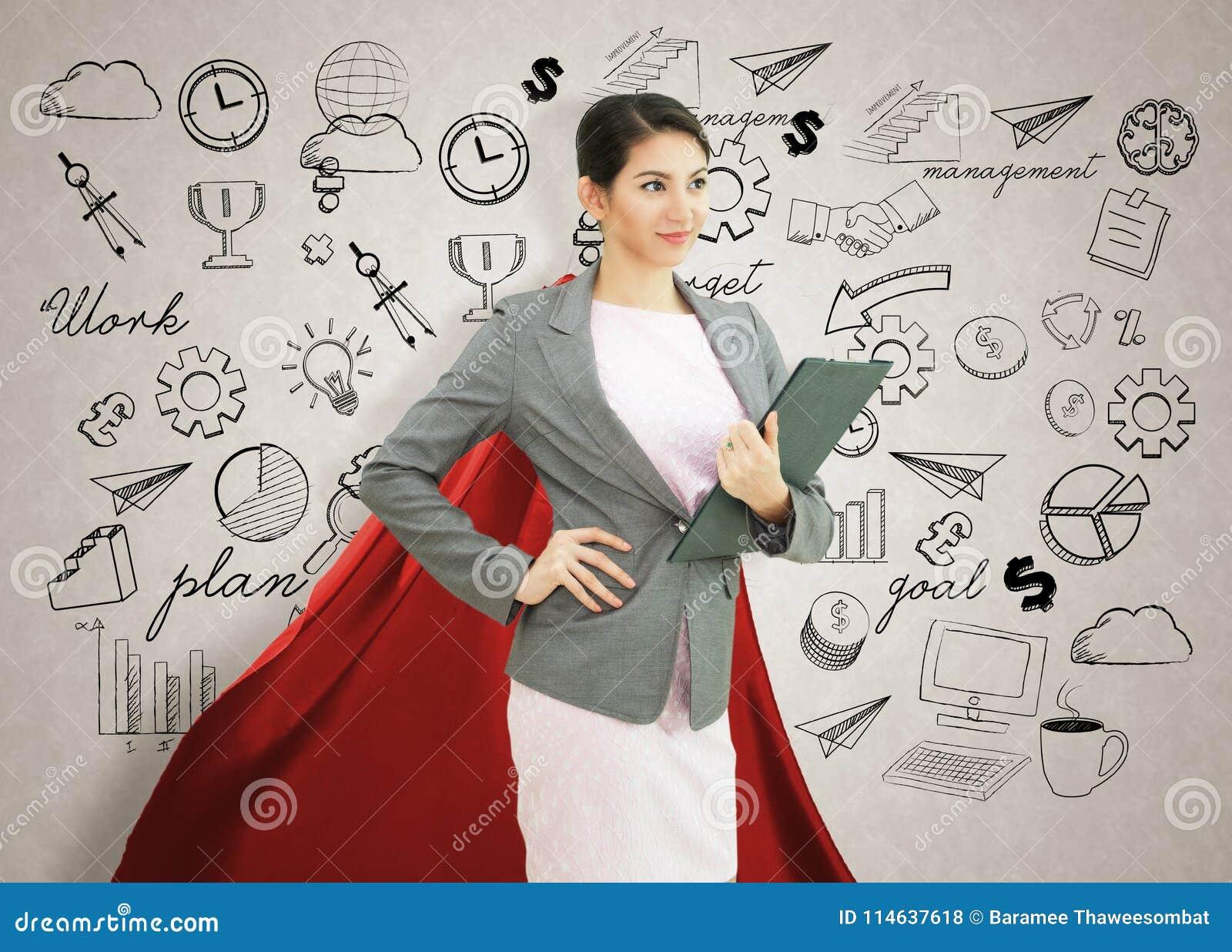 Jeune femme sûre de super héros d affaires portant les agains rouges de cap