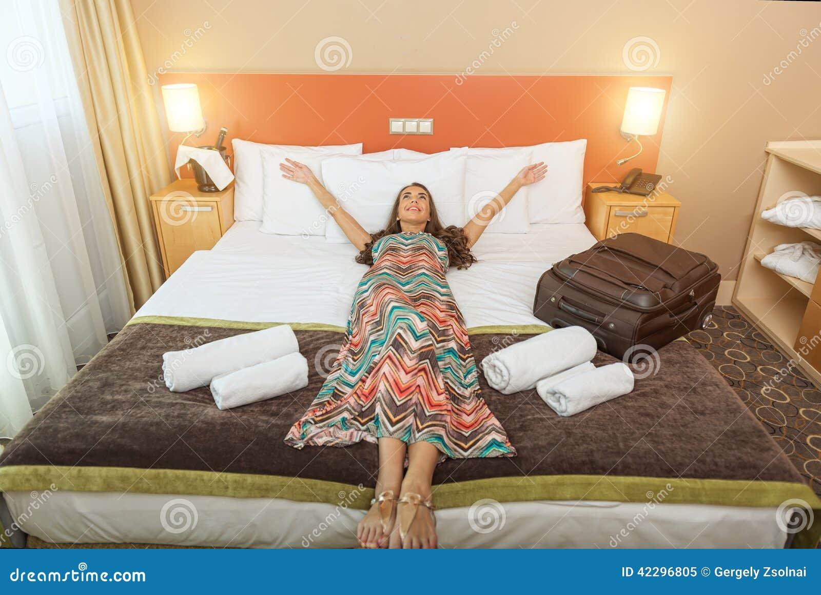chambre de jeune femme dcoration deco chambre jeune femme. Black Bedroom Furniture Sets. Home Design Ideas