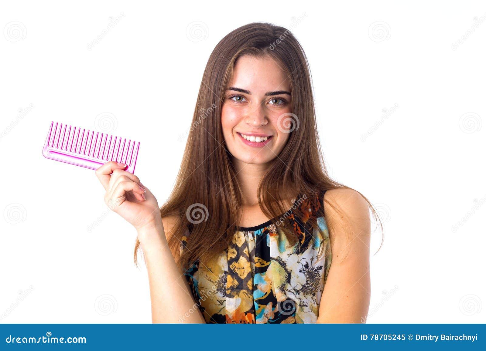 Jeune Femme Tenant La Brosse De Cheveux Rose Image Stock Image