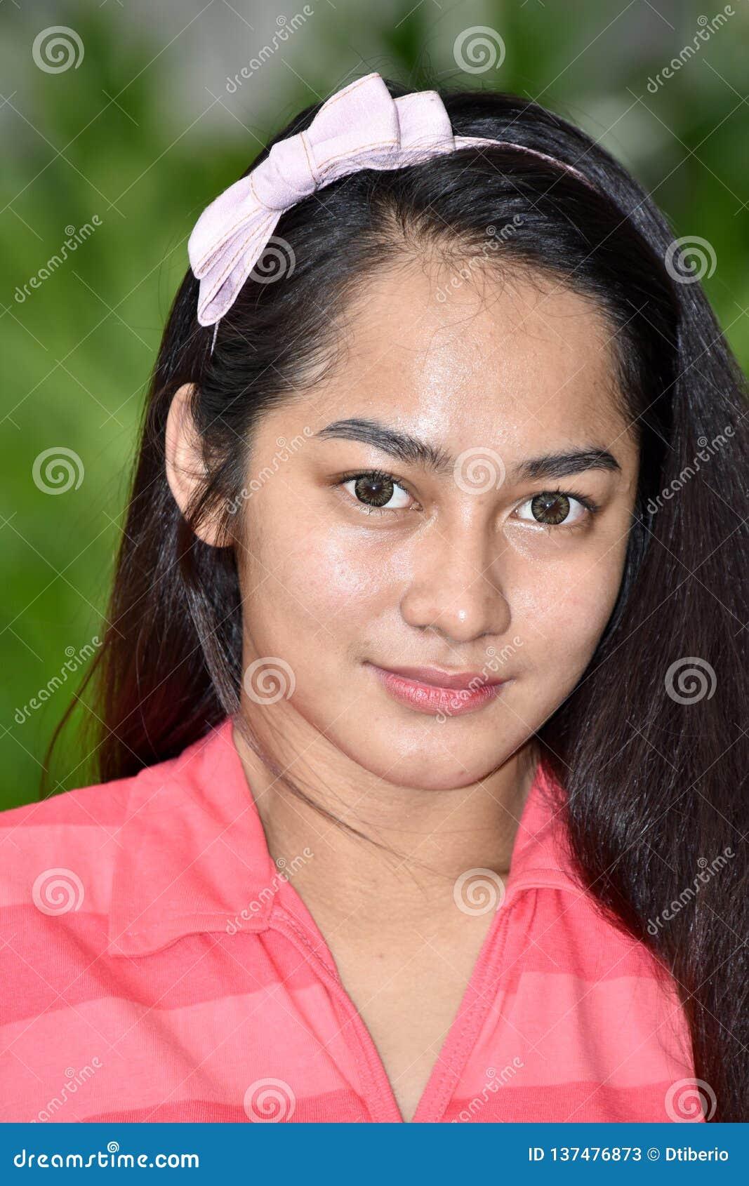 Jeune Filipina Teen Girl Portrait