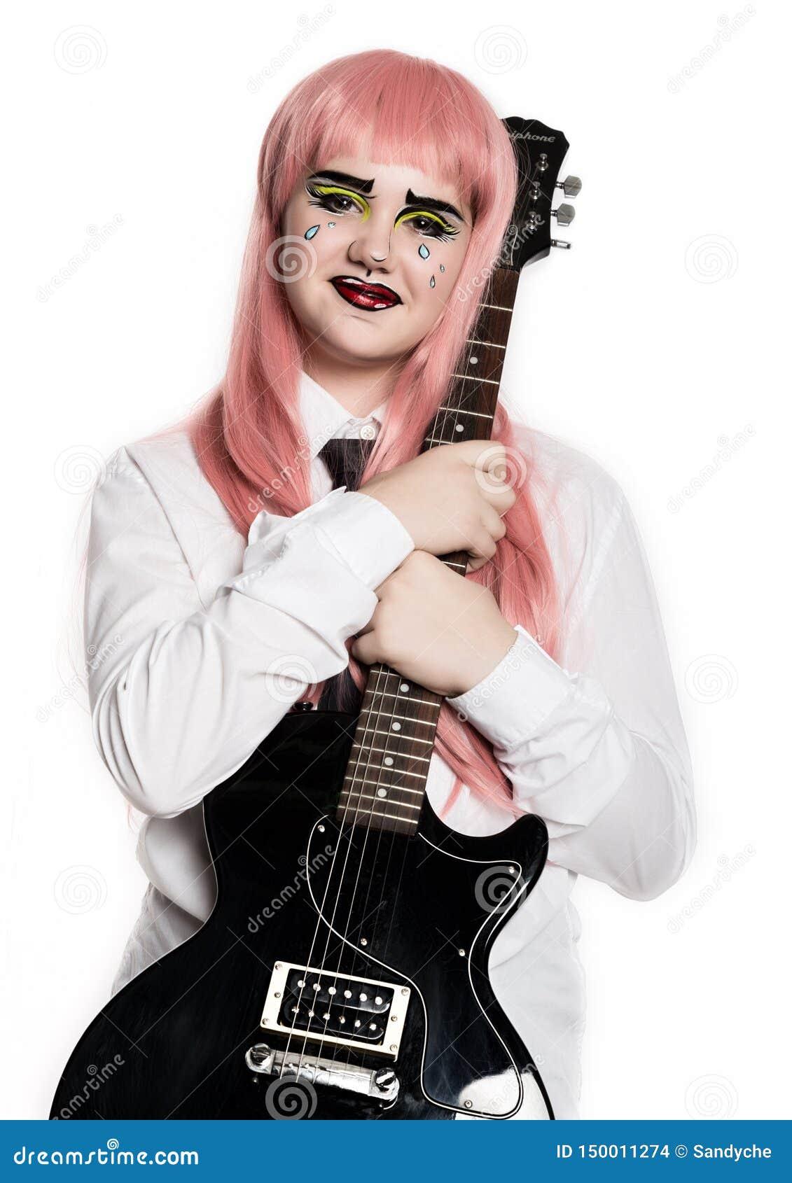 Jeune fille avec le maquillage comique professionnel d art de bruit tenant la guitare électrique Maquillage de bande dessin?e dr?