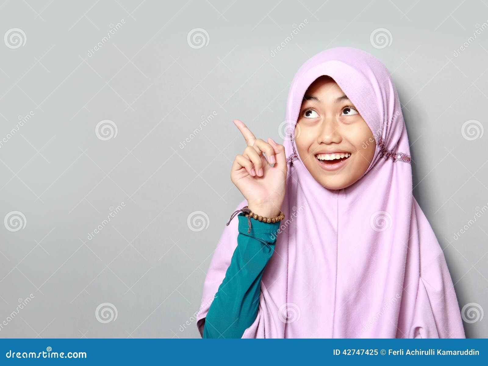 Jeune fille musulmane se dirigeant
