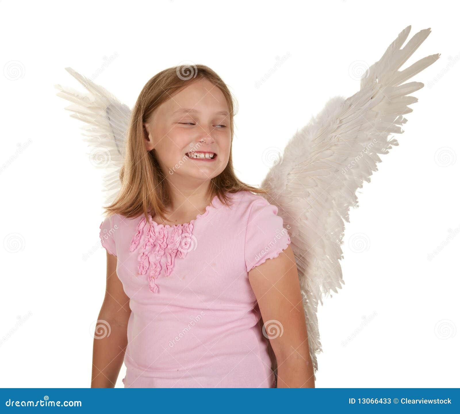 Jeune fille Sneaky avec des ailes d ange