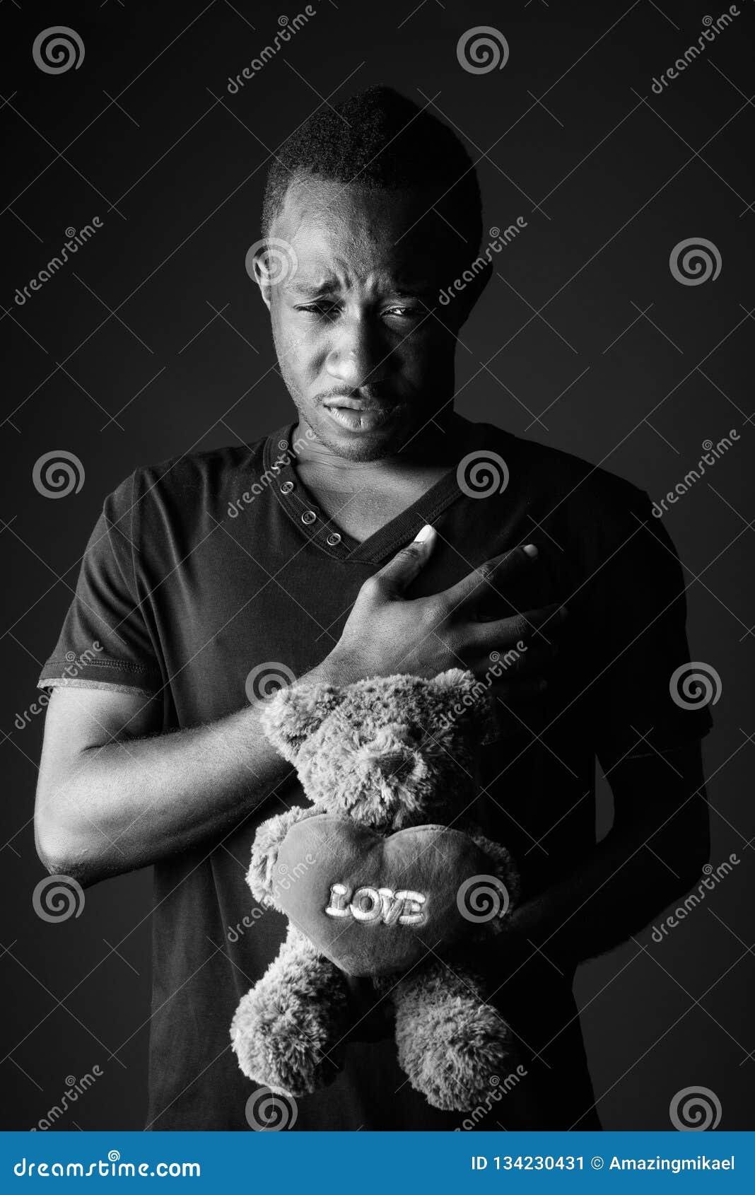 Jeune Homme Africain Triste Avec L Ours De Nounours Et Texte