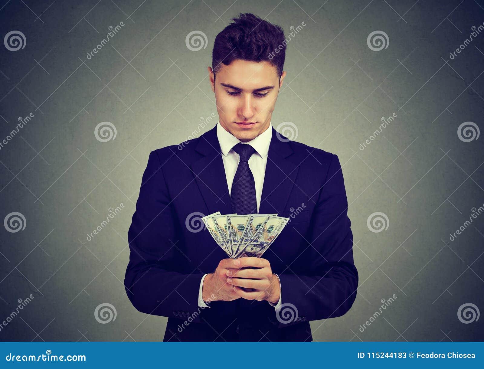 Jeune homme ambitieux d affaires avec l argent