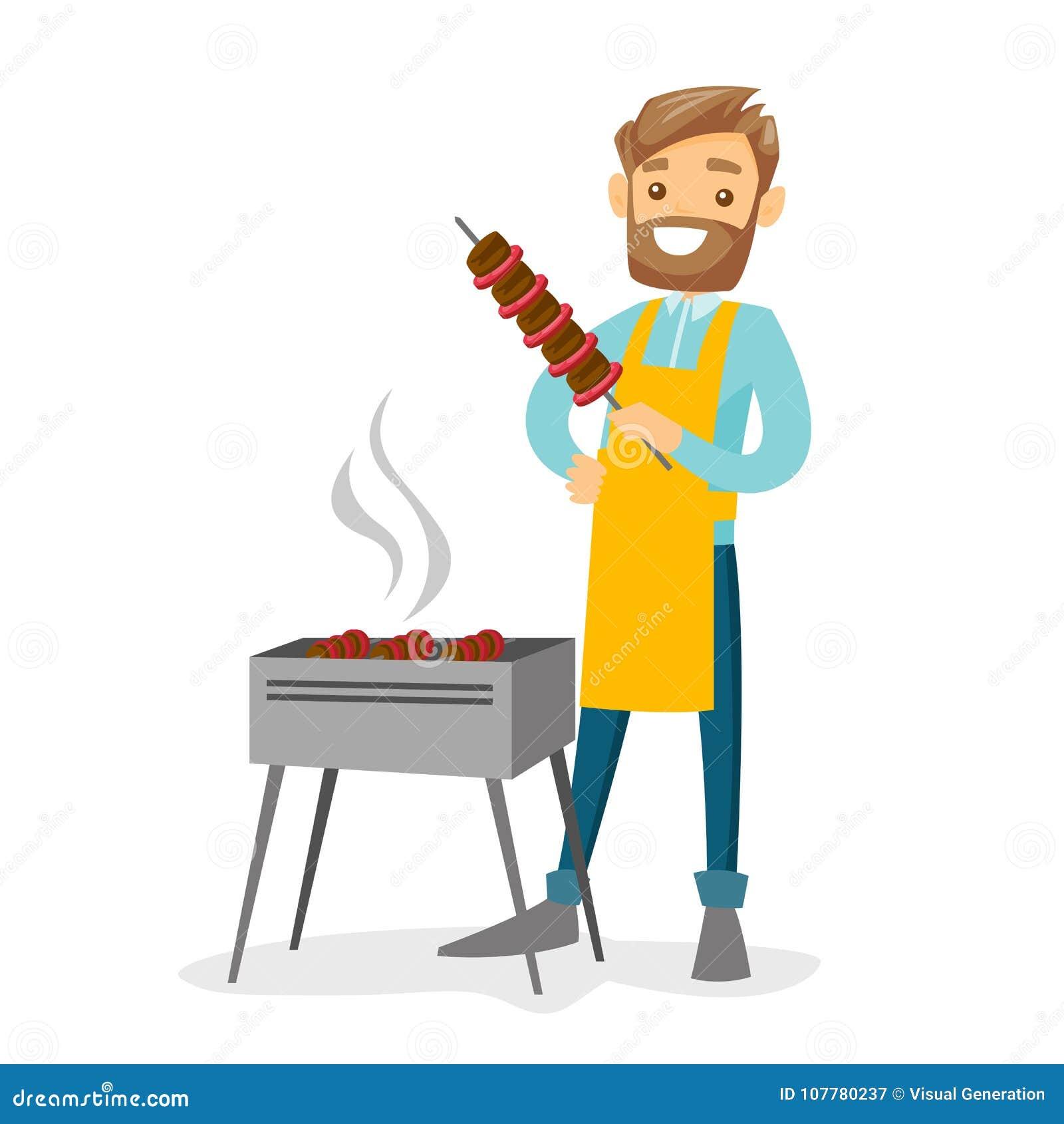 Jeune homme blanc caucasien faisant cuire le shashlik