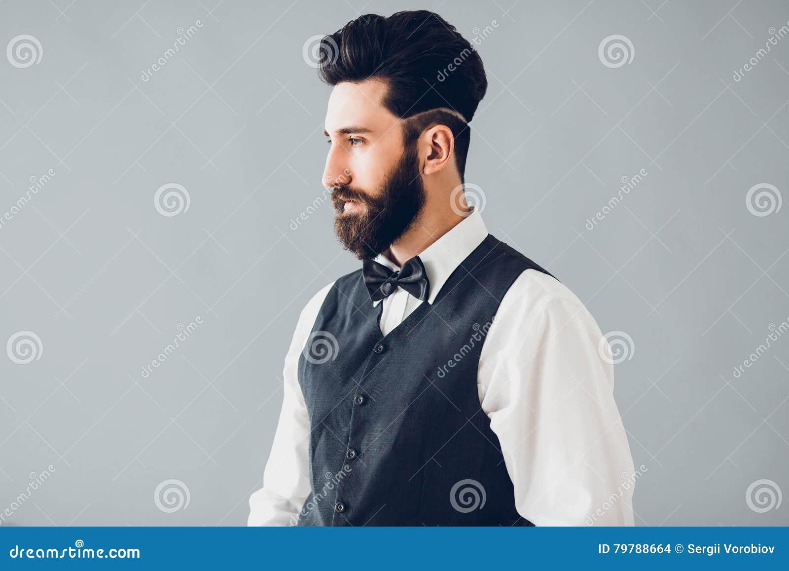 Jeune Peau À Bel Caucasien L'intérieur Homme Posant Parfaite Barbu rqBrT0