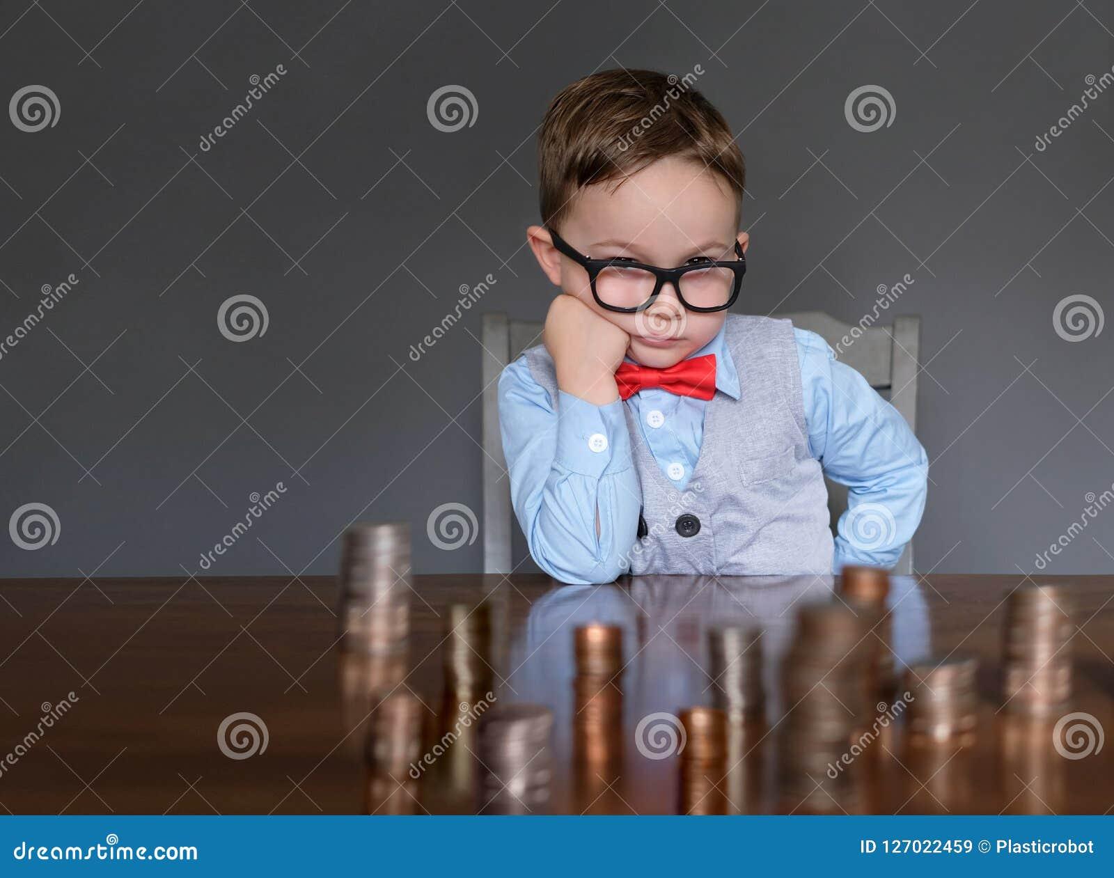 Jeune homme d affaires avec l argent