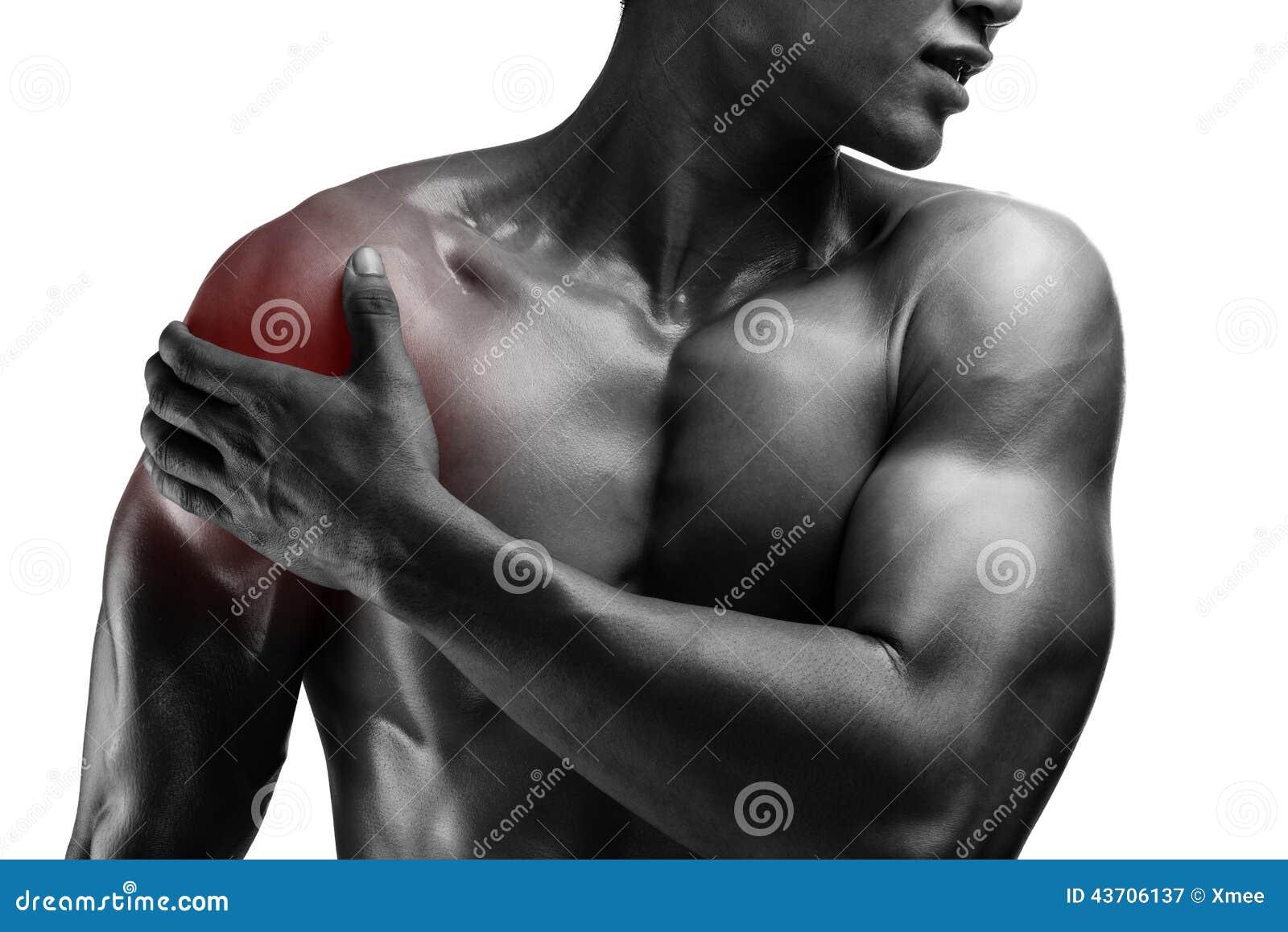 Jeune homme musculaire avec douleur d épaule, d isolement sur le backgr blanc