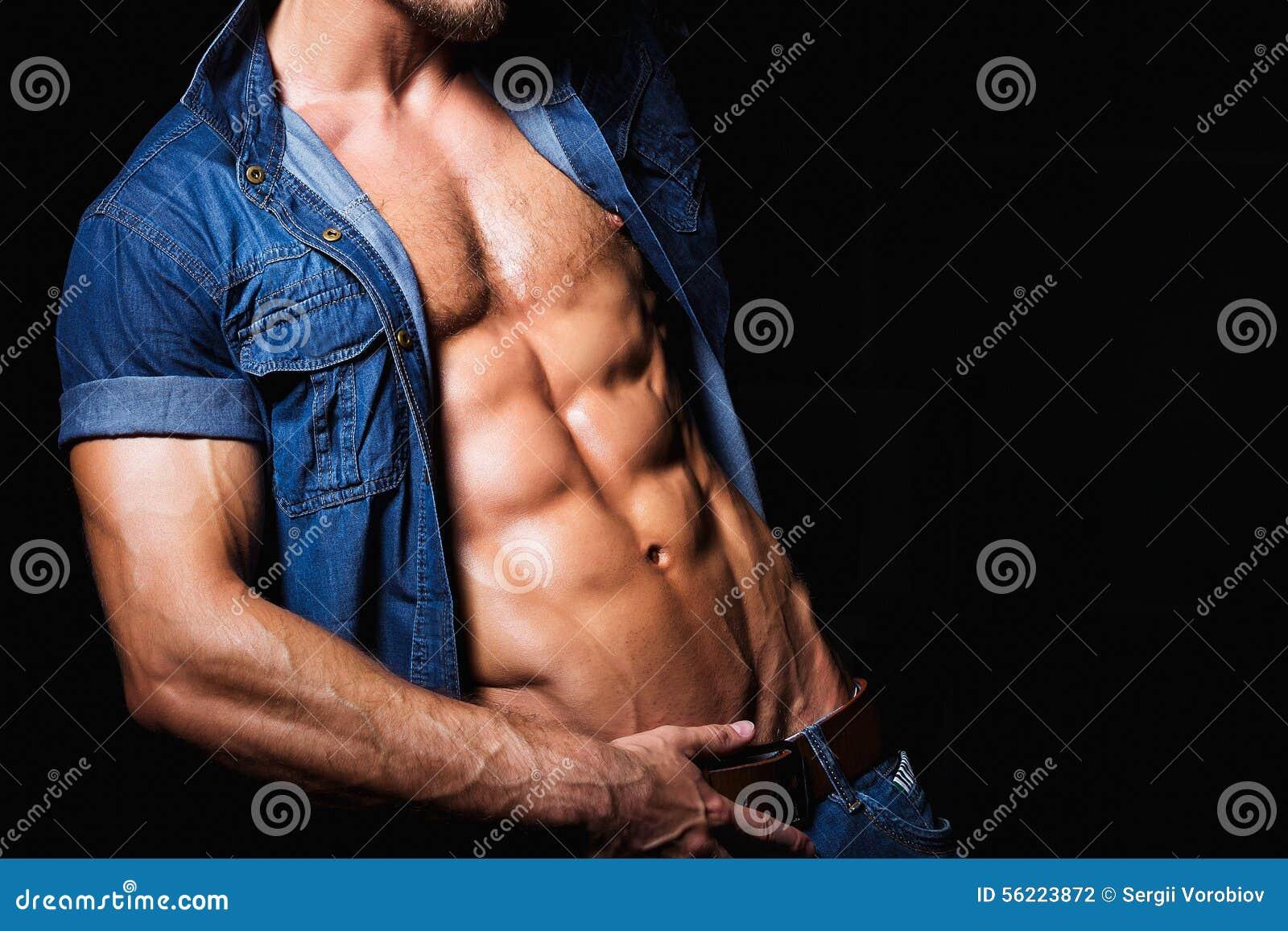 Avec La Homme Dans Et Jeans Sexy Chemise De Photo Jeune Musculaire fzwRqwP