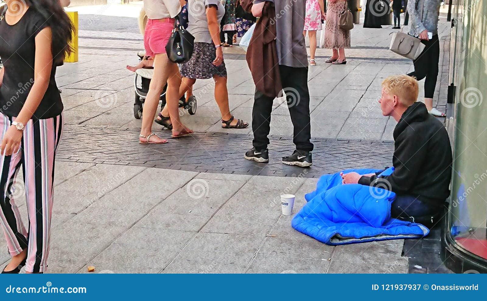 Jeune homme sans abri