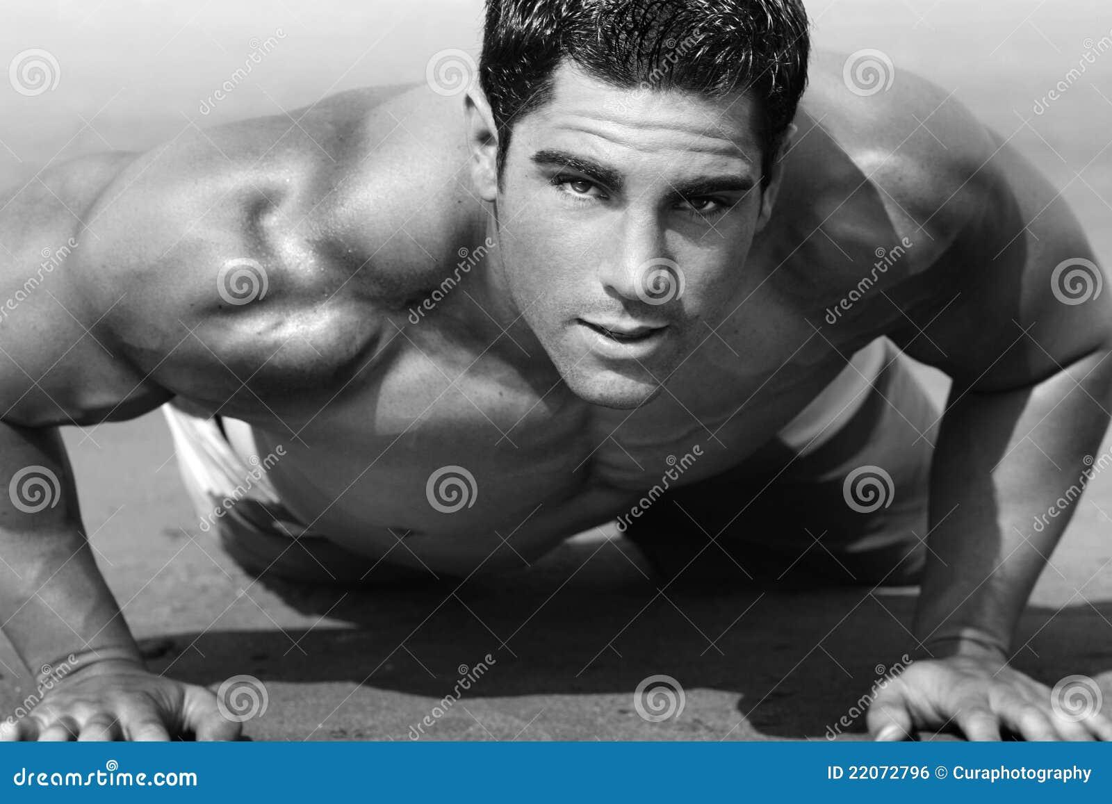 jeune homme sur la plage image libre de droits image 22072796. Black Bedroom Furniture Sets. Home Design Ideas