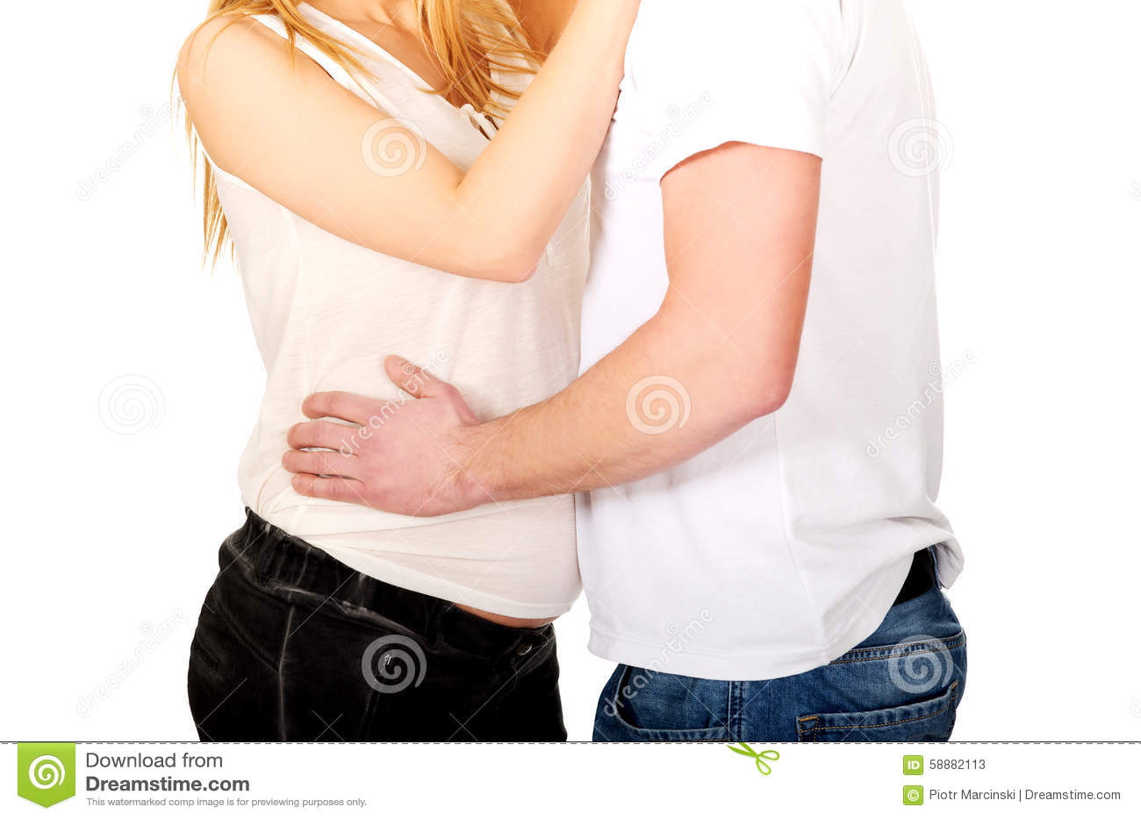 Jeune homme touchant son ventre de grossesse d épouse