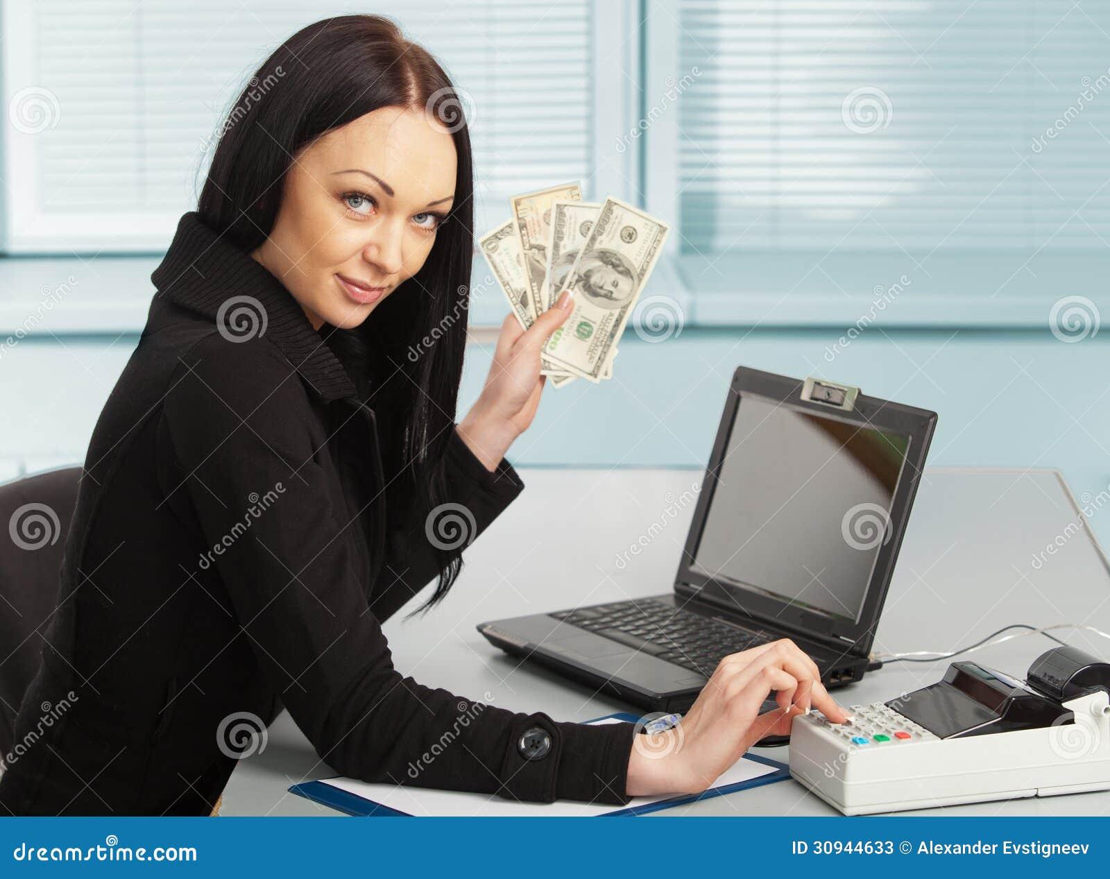 jeune jolie femme d 39 affaires avec le carnet dans le bureau image stock image 30944633. Black Bedroom Furniture Sets. Home Design Ideas