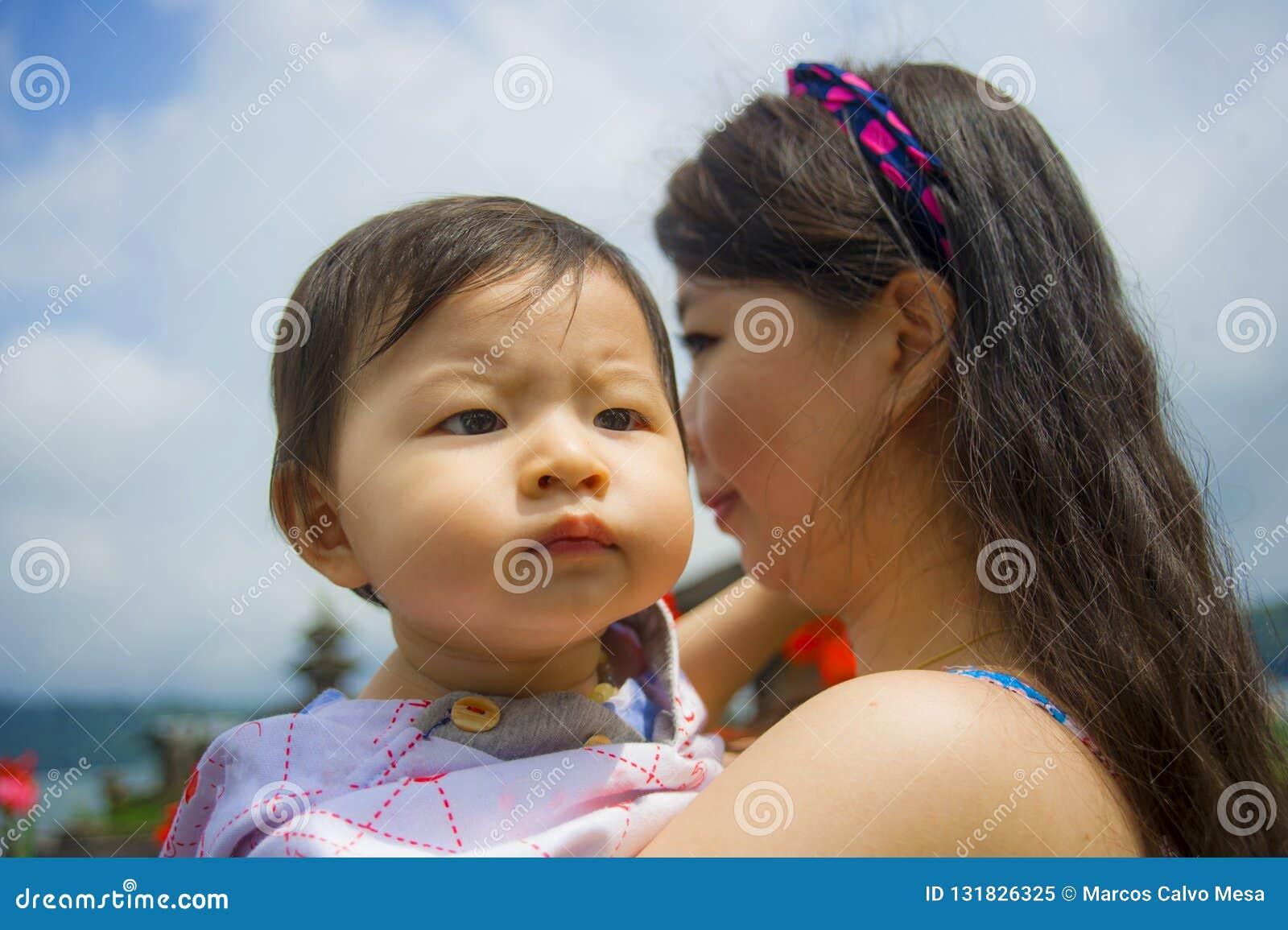 fille asiatique datant américain Guy Huffington Post signes que vous sortez avec un sociopathe