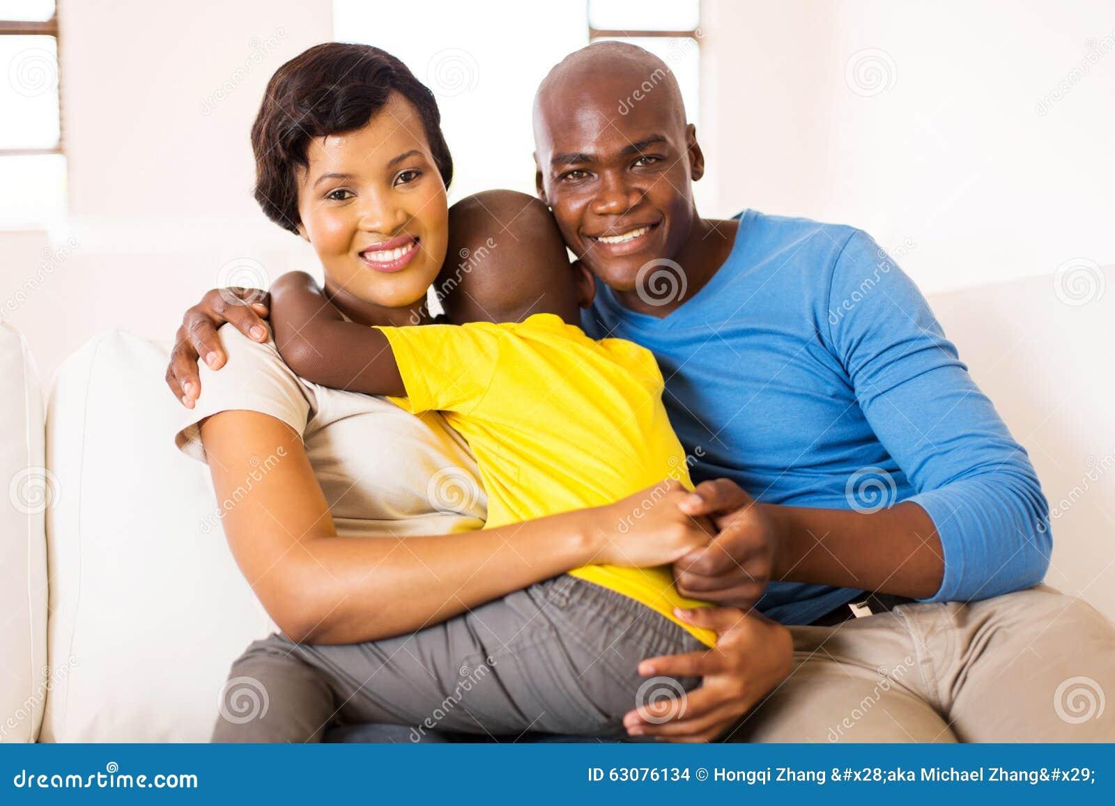 Download Jeune Maison Familiale Africaine Photo stock - Image du père, enfance: 63076134