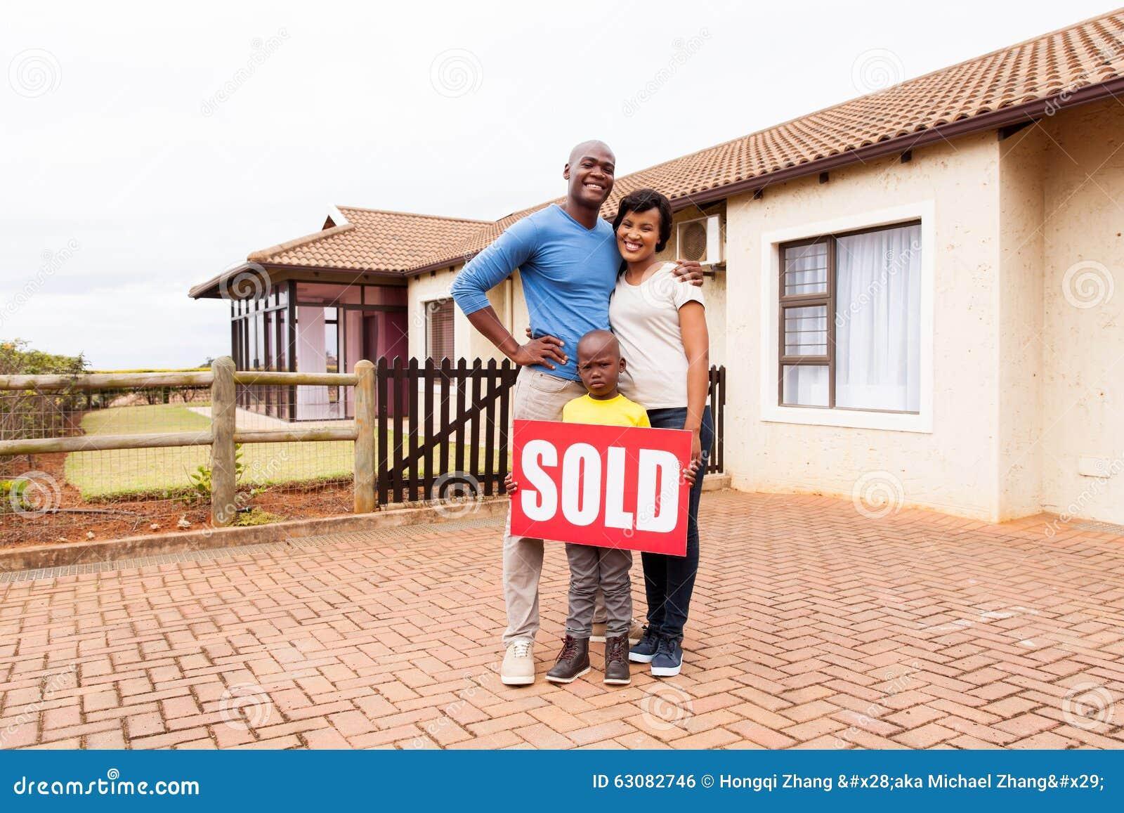 Download Jeune Maison Familiale Africaine Photo stock - Image du panneau, home: 63082746
