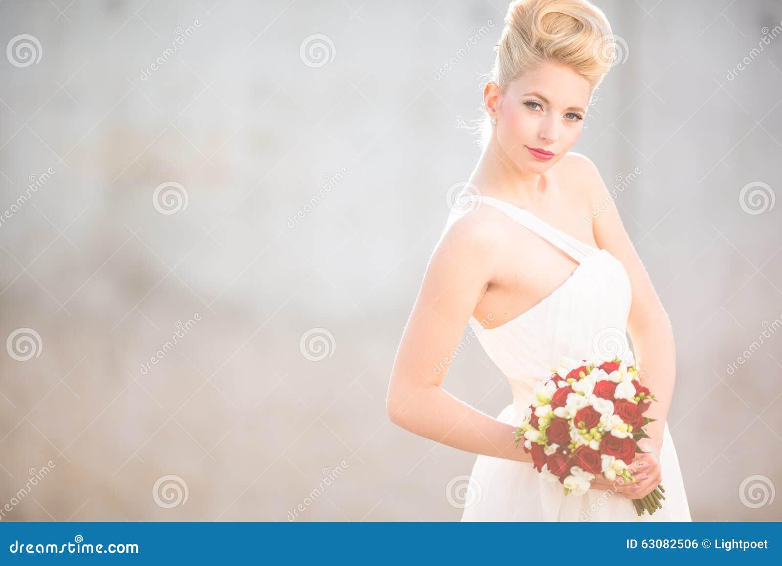Download Jeune Mariée Magnifique Son Jour Du Mariage Photo stock - Image du frais, amour: 63082506