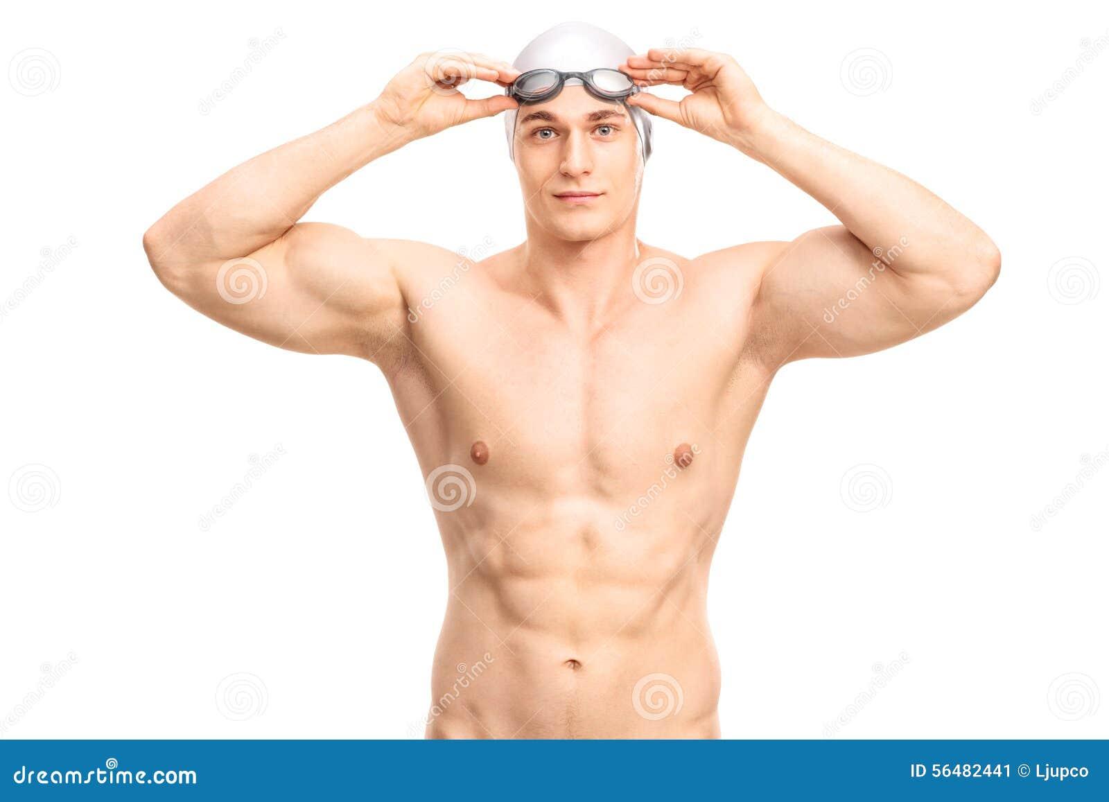 Jeune nageur musculaire avec un chapeau gris de bain