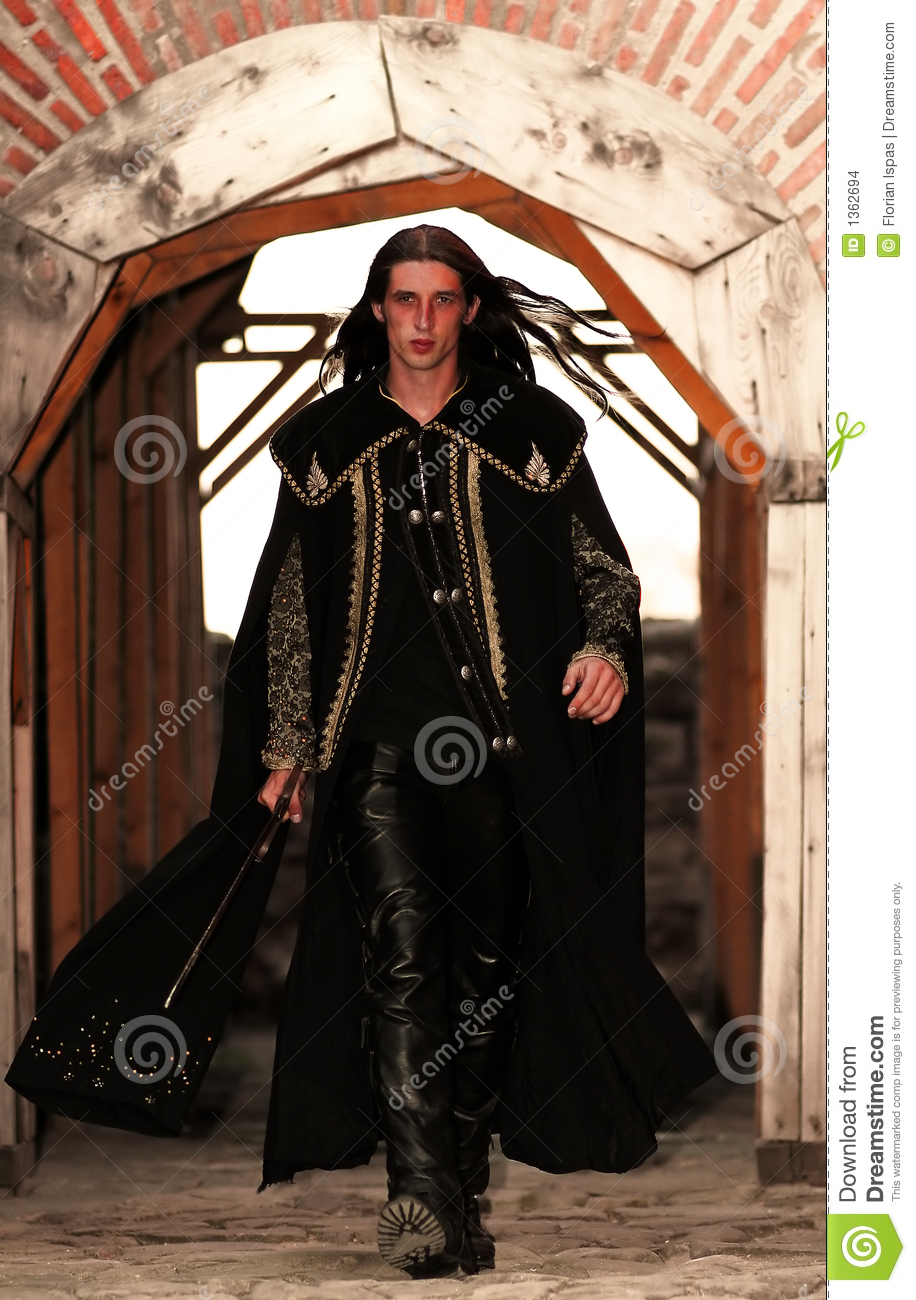 Manteau long medieval