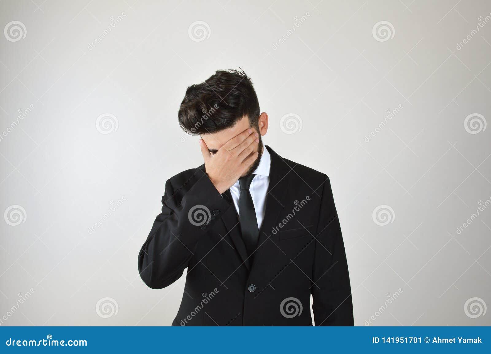 Jeune stress émotionnel d homme d affaires et ennuyé