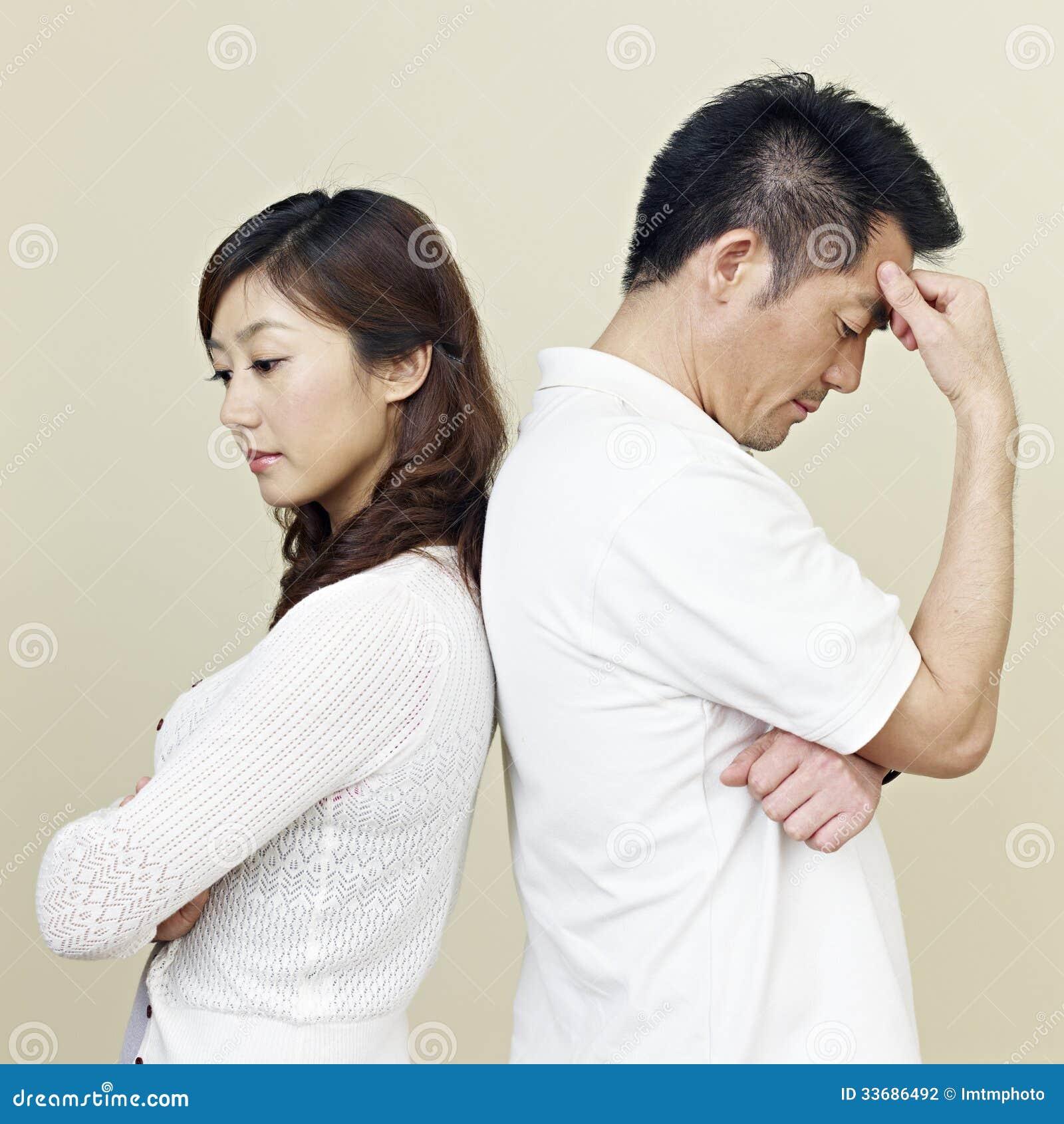 Jeunes couples asiatiques