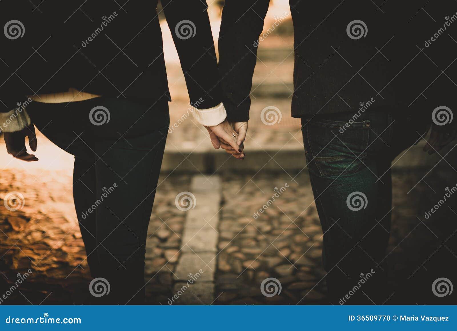 Jeunes couples dans l amour
