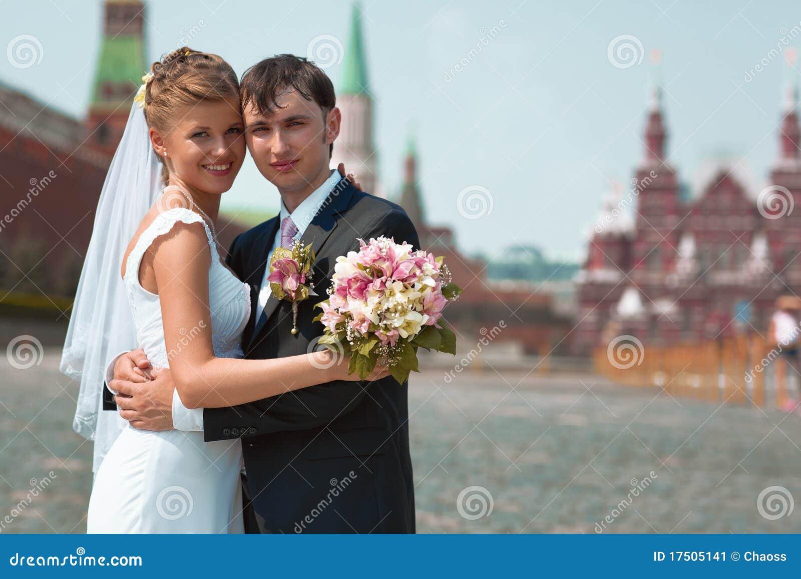 Jeunes couples de mariage image stock image 17505141 - Photo de mariage couple ...