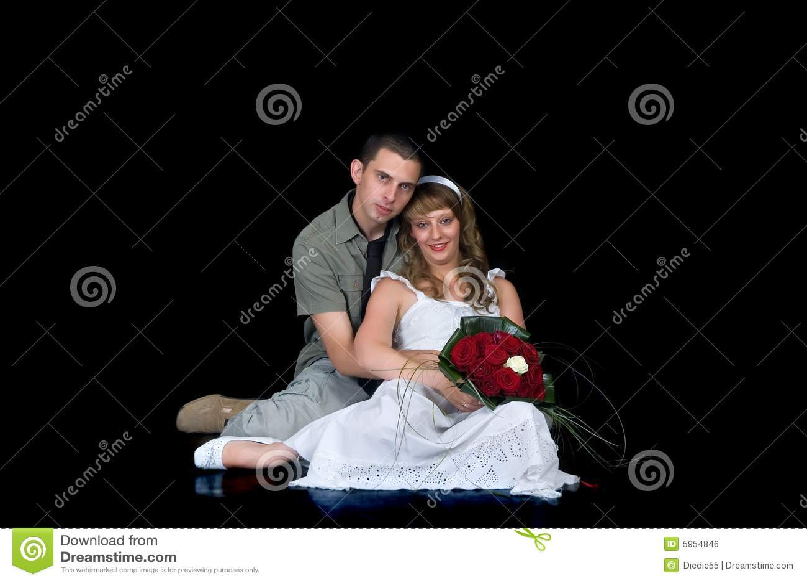 Jeunes couples heureux de mariage
