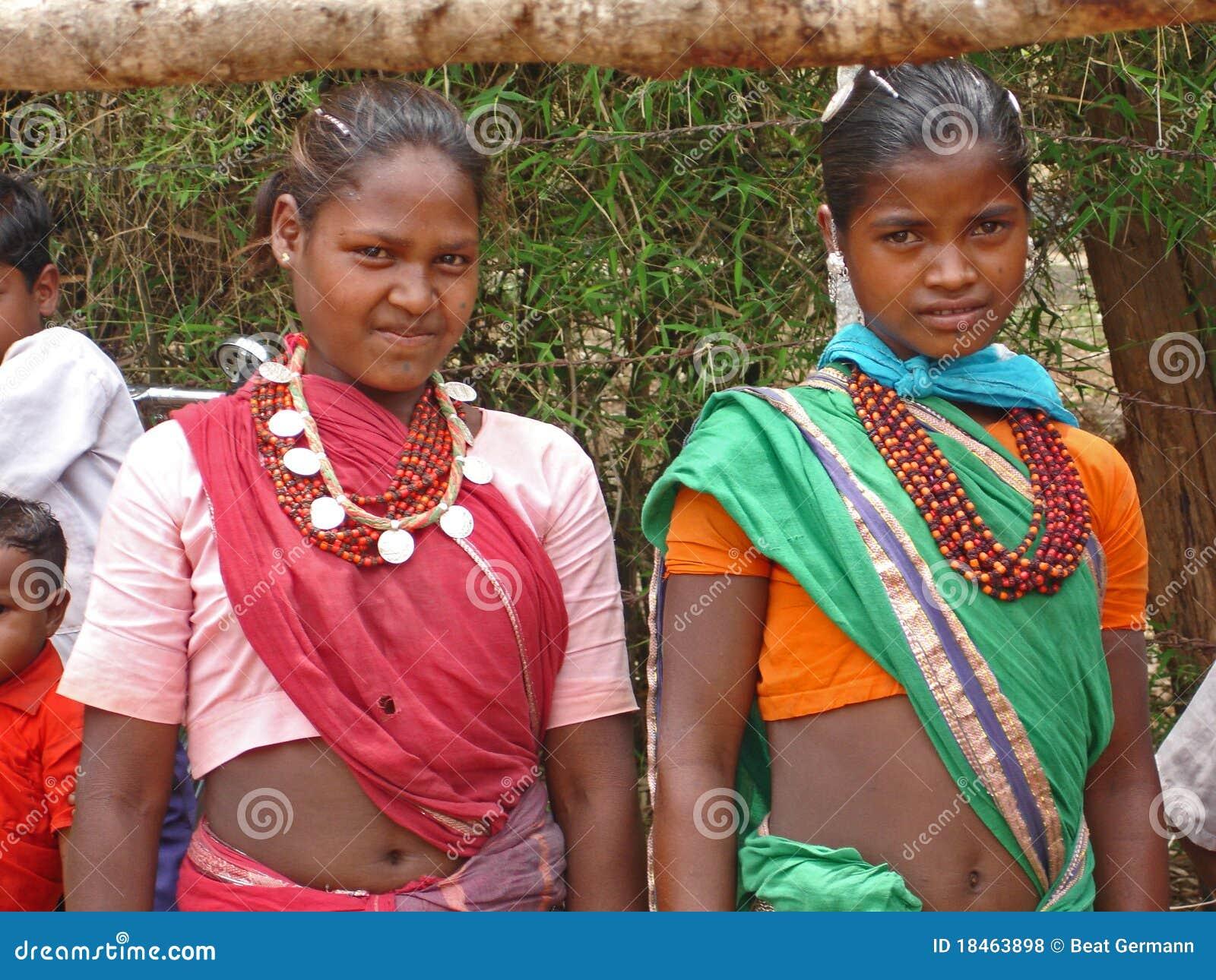 Jeunes dames en Inde rurale