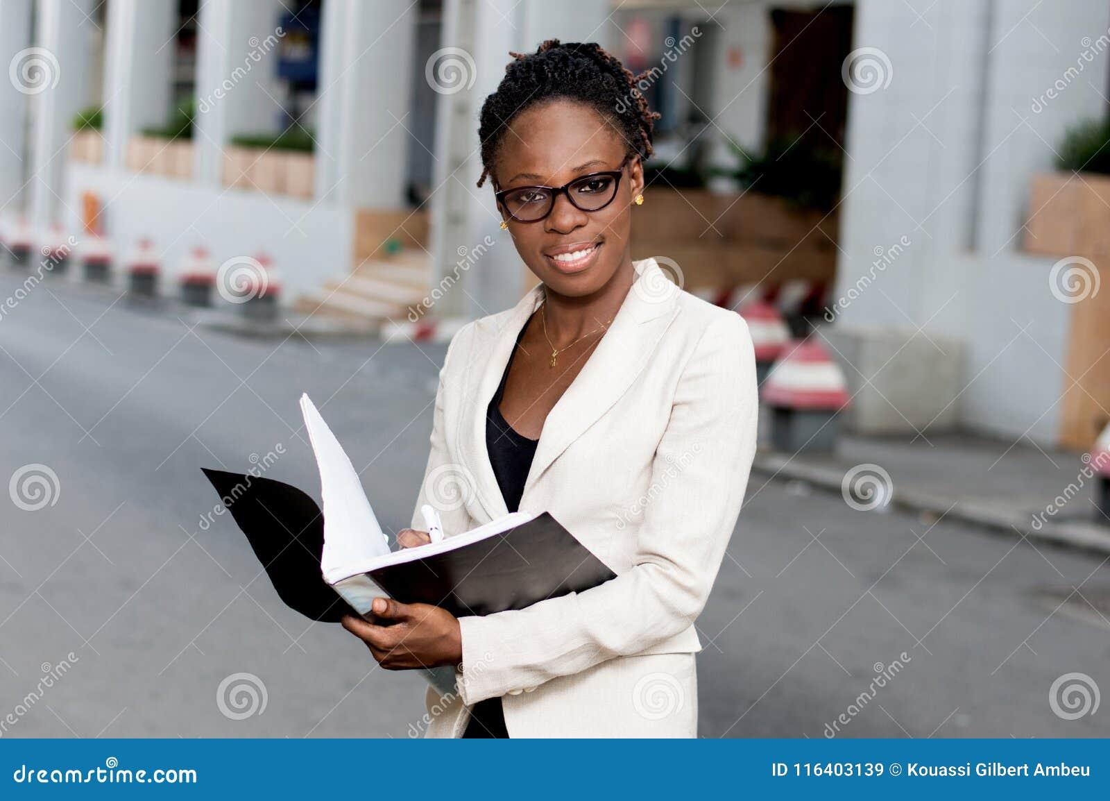 Jeunes de femme d affaires d afro-américain
