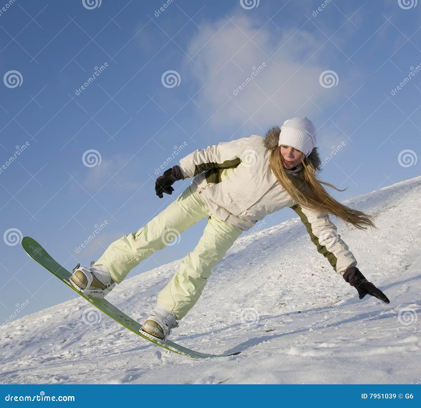 Jeunes de femme de snowboard