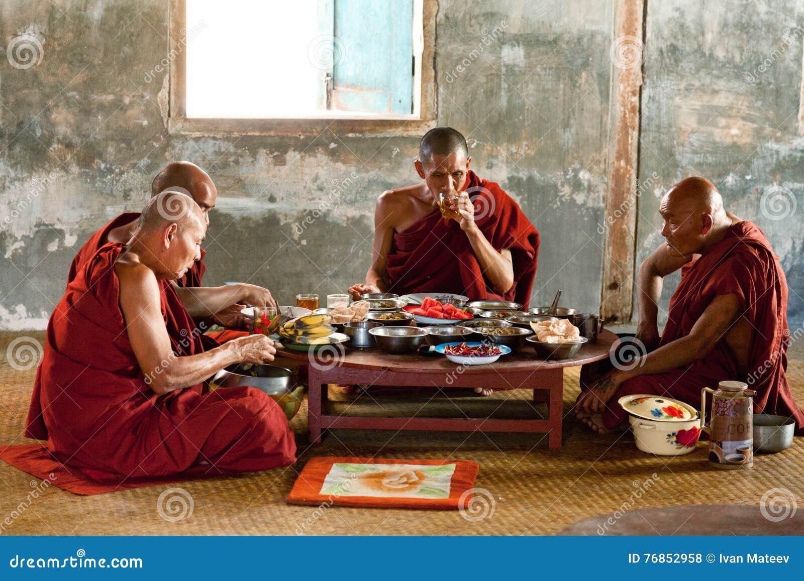 Jeunes moines, Myanmar
