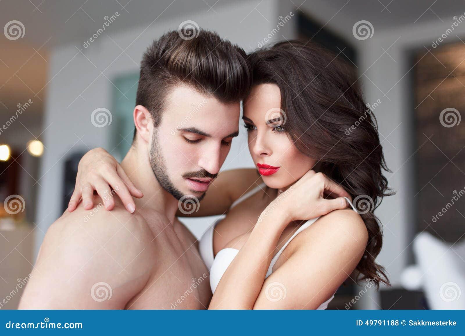 Sexe à la maison avec un jeune couple - reference