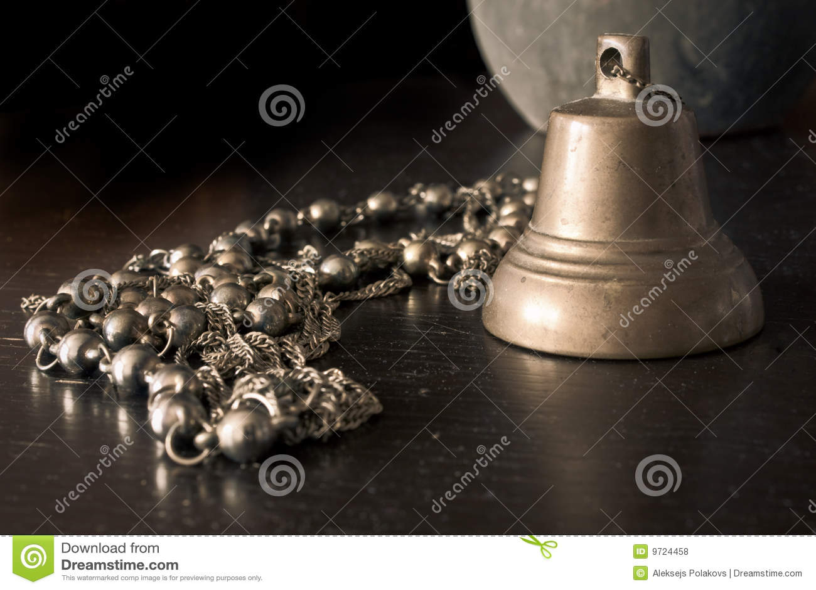 Jewelery van de klok en van het kostuum