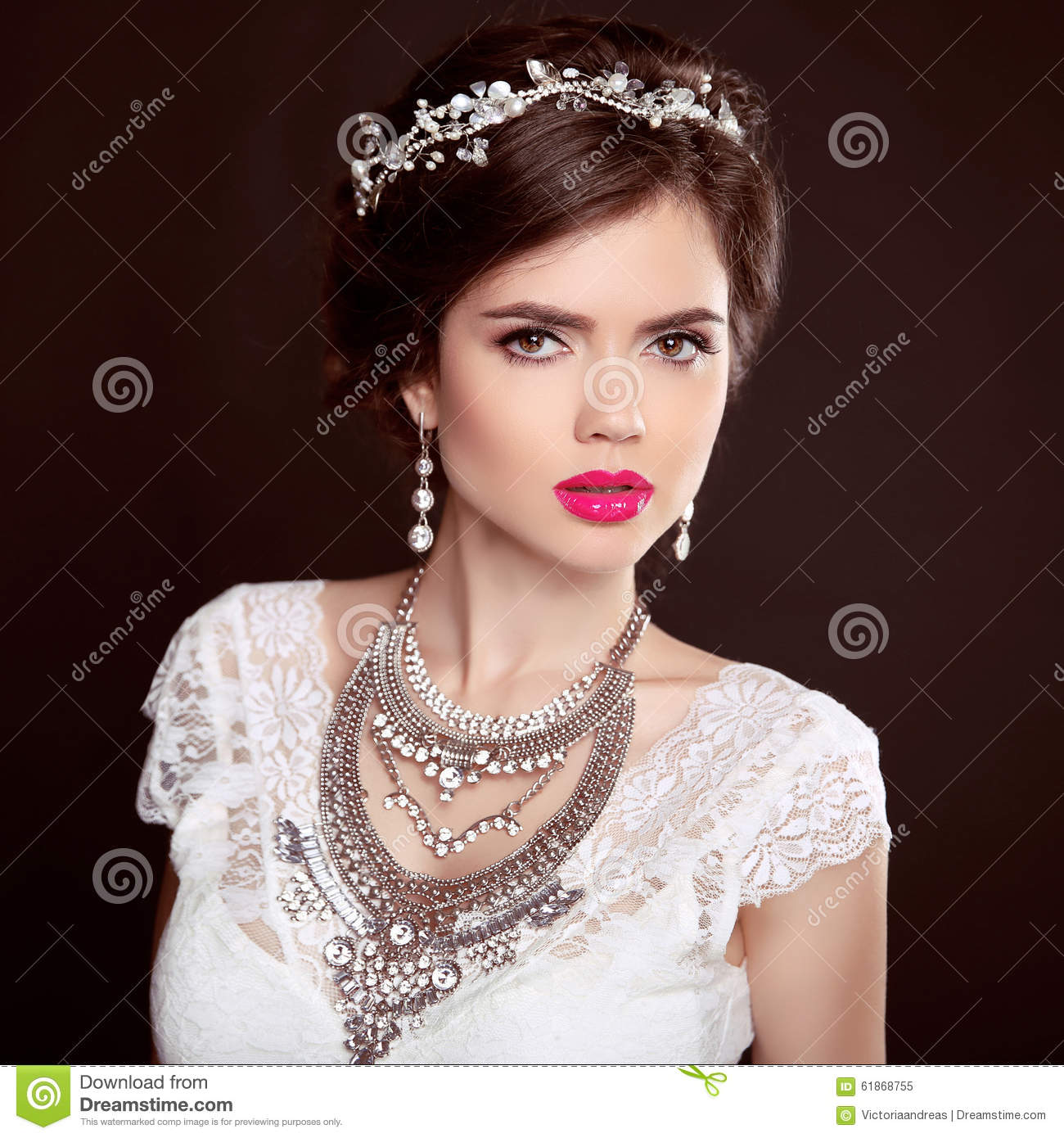 Jewellery. Beauty Fashion Model Girl With Wedding Elegant