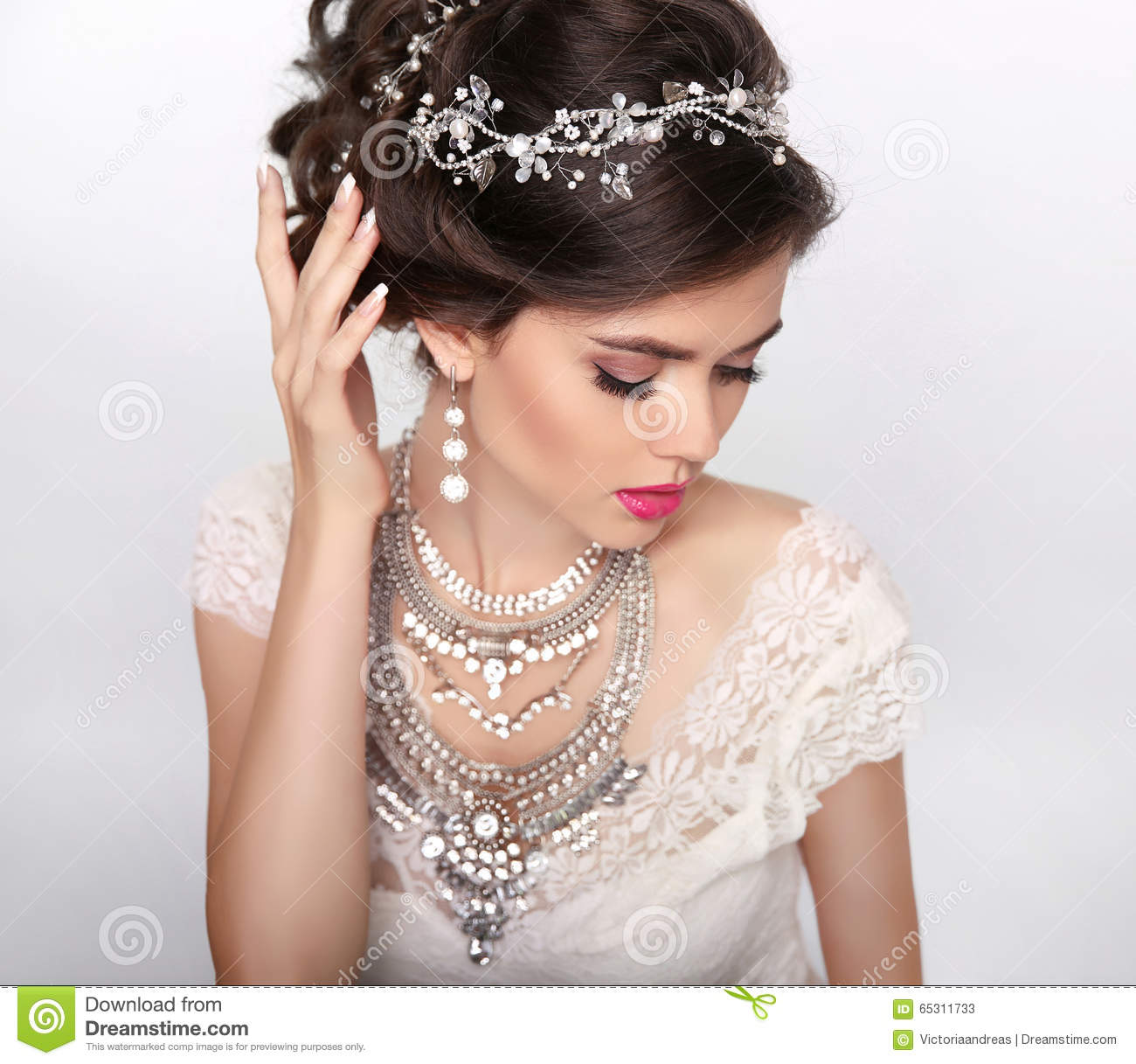 Jewelry beautiful fashion luxury hairstyle makeup for Luxury style