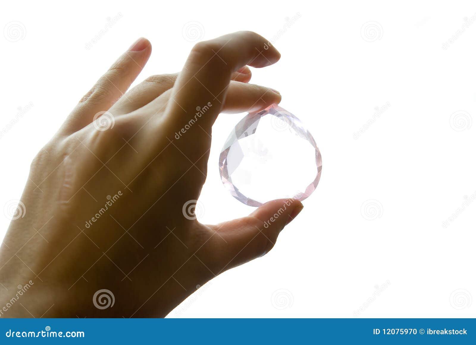 Jewl удерживания руки самоцвета рассмотрения