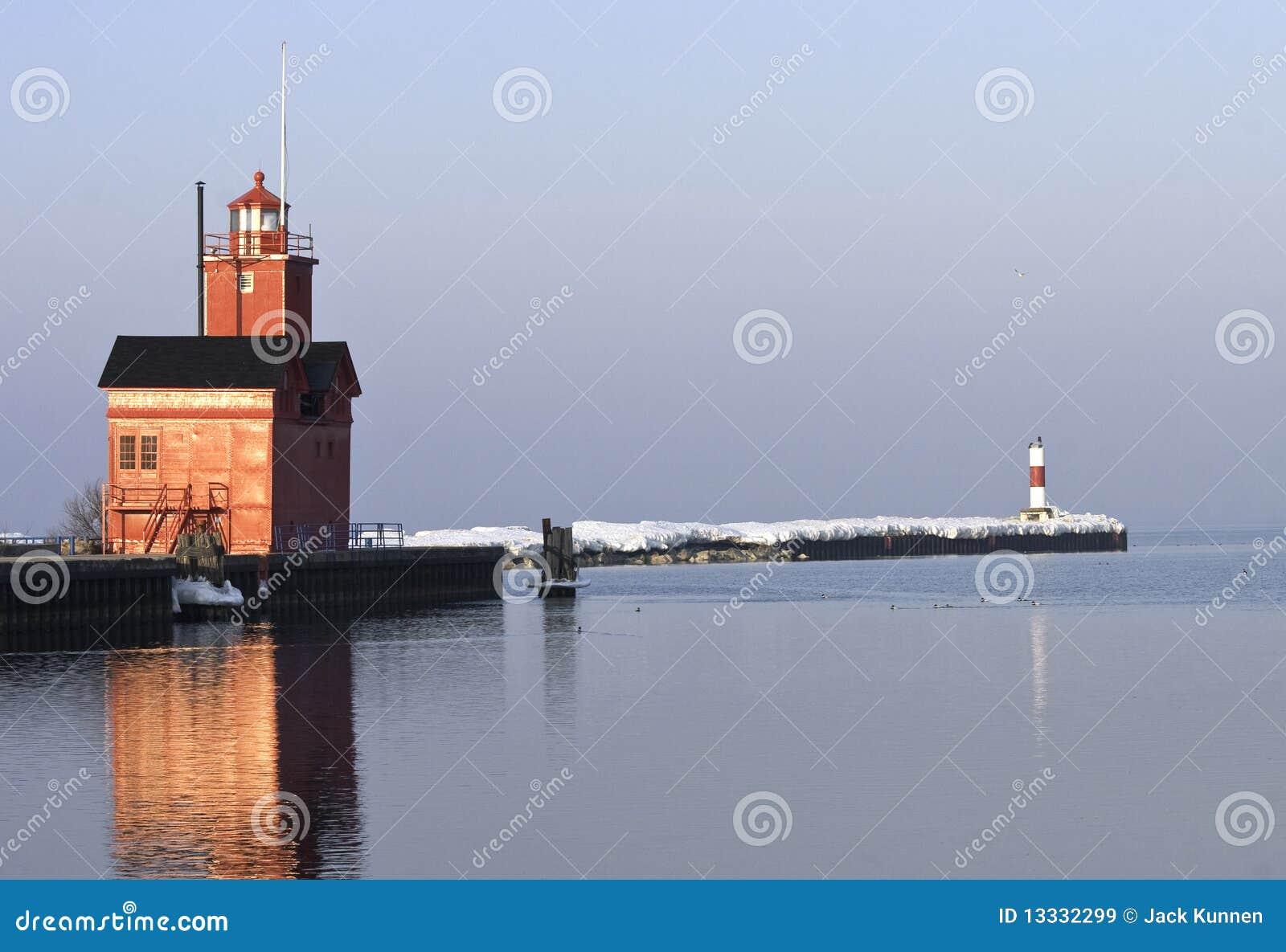 Jeziora lekki latarni morskiej Michigan ranek