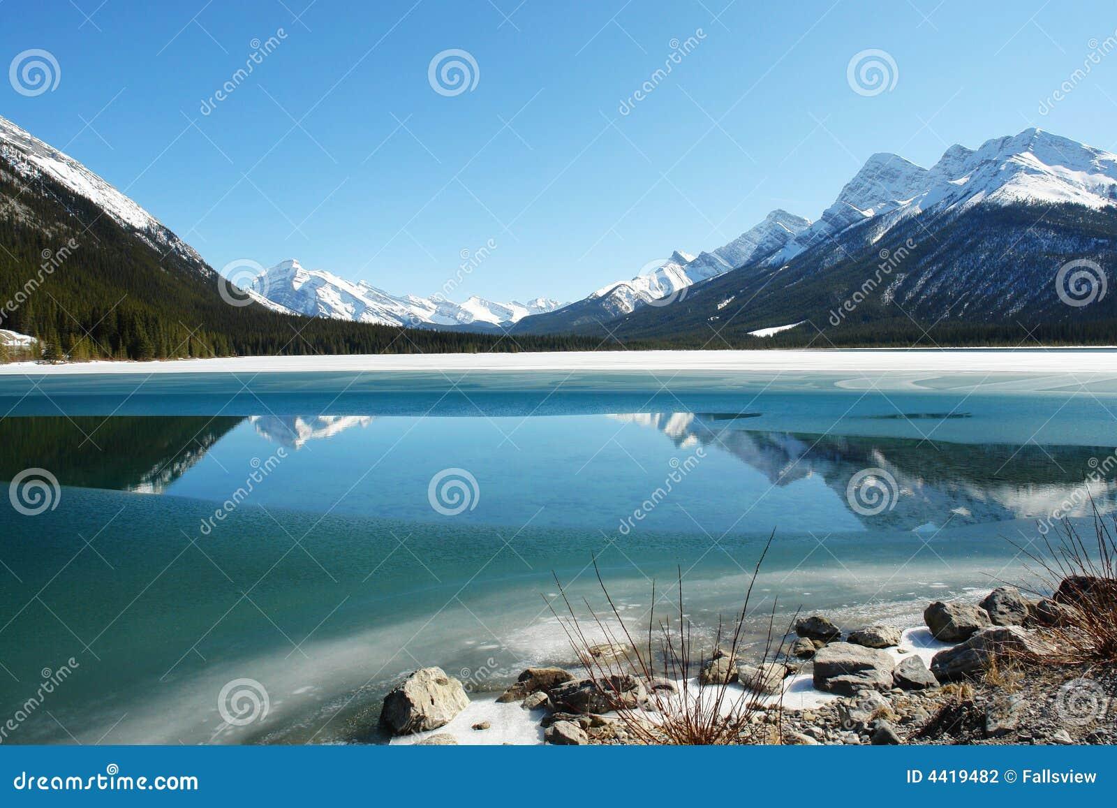 Jeziorne góry skaliste