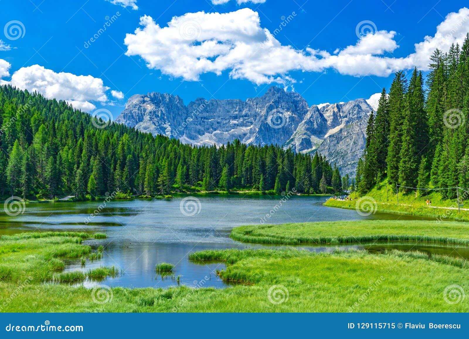Jeziorny Misurina w lecie, Włochy