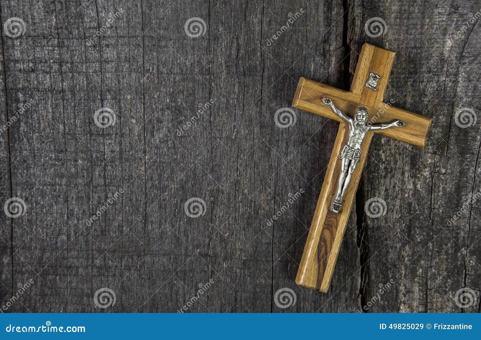 Jezus na krzyżu: dekoracja na drewnianym tle Pomysł dla cond