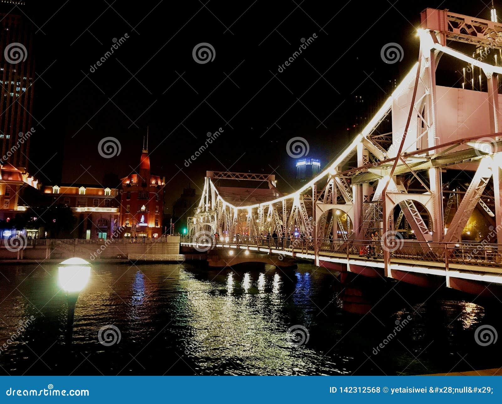 Jiefang-Brücke gelegen auf dem Hai He zwischen Bahnhof Tianjins und Nordstraße Jiefang