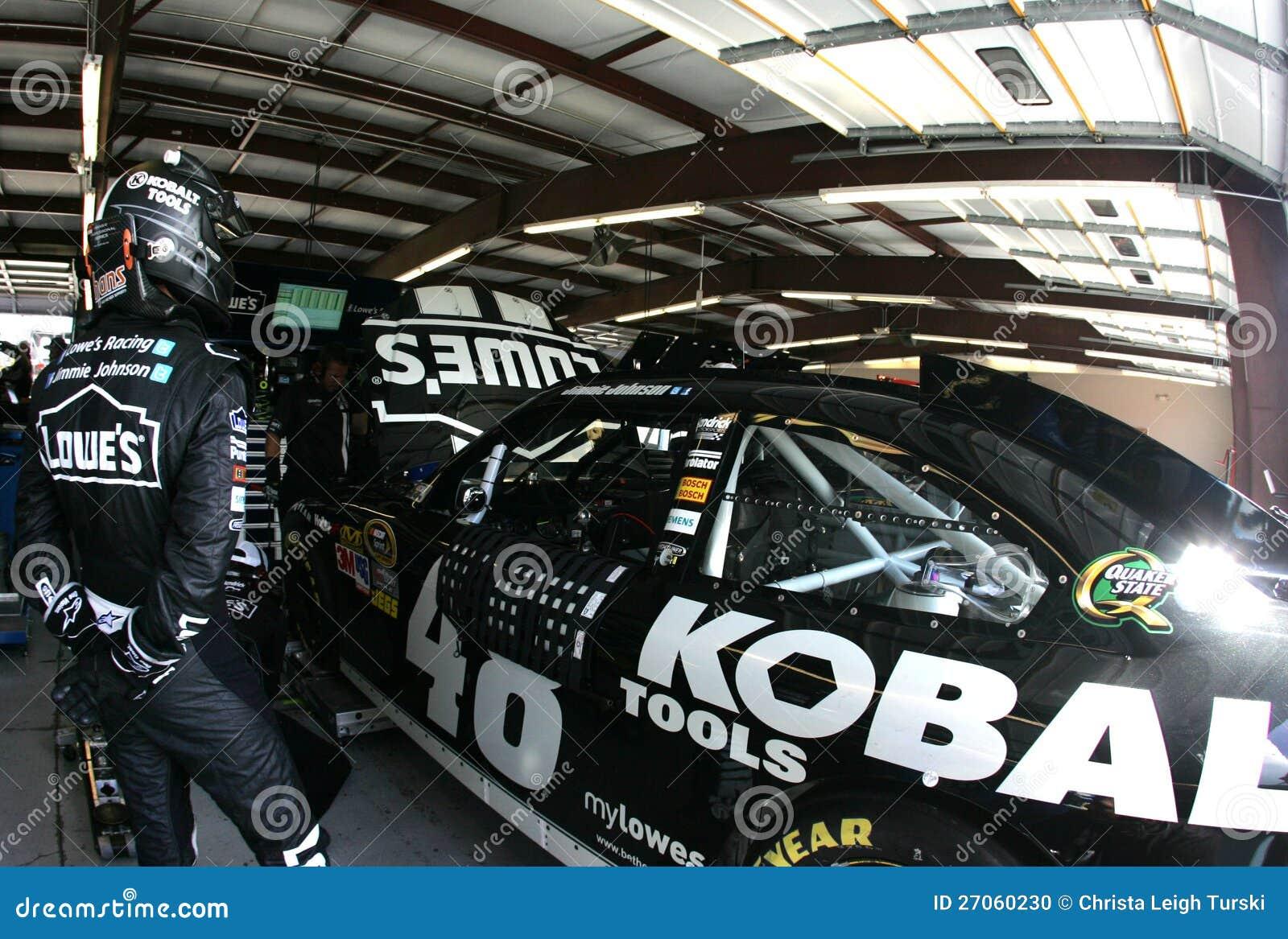 Jimmie Johnson w garażu terenie
