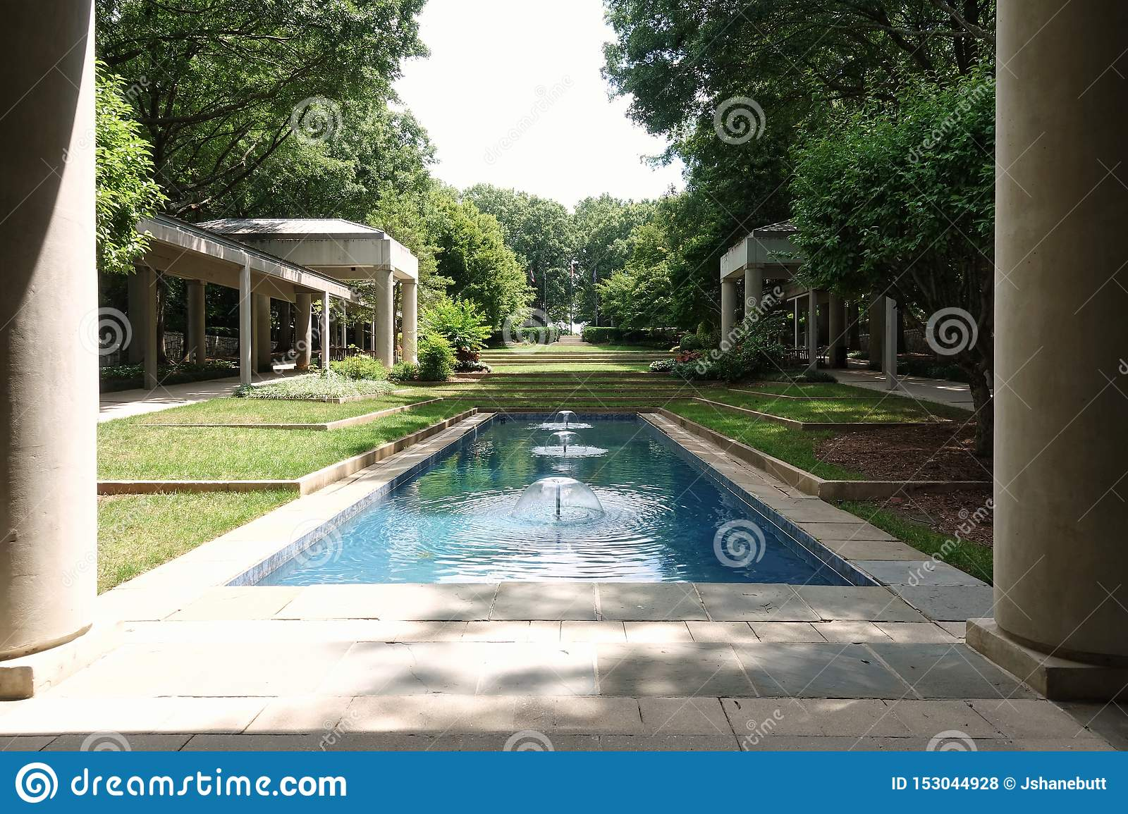 Jimmy Carter Presidential Library donnant sur les jardins