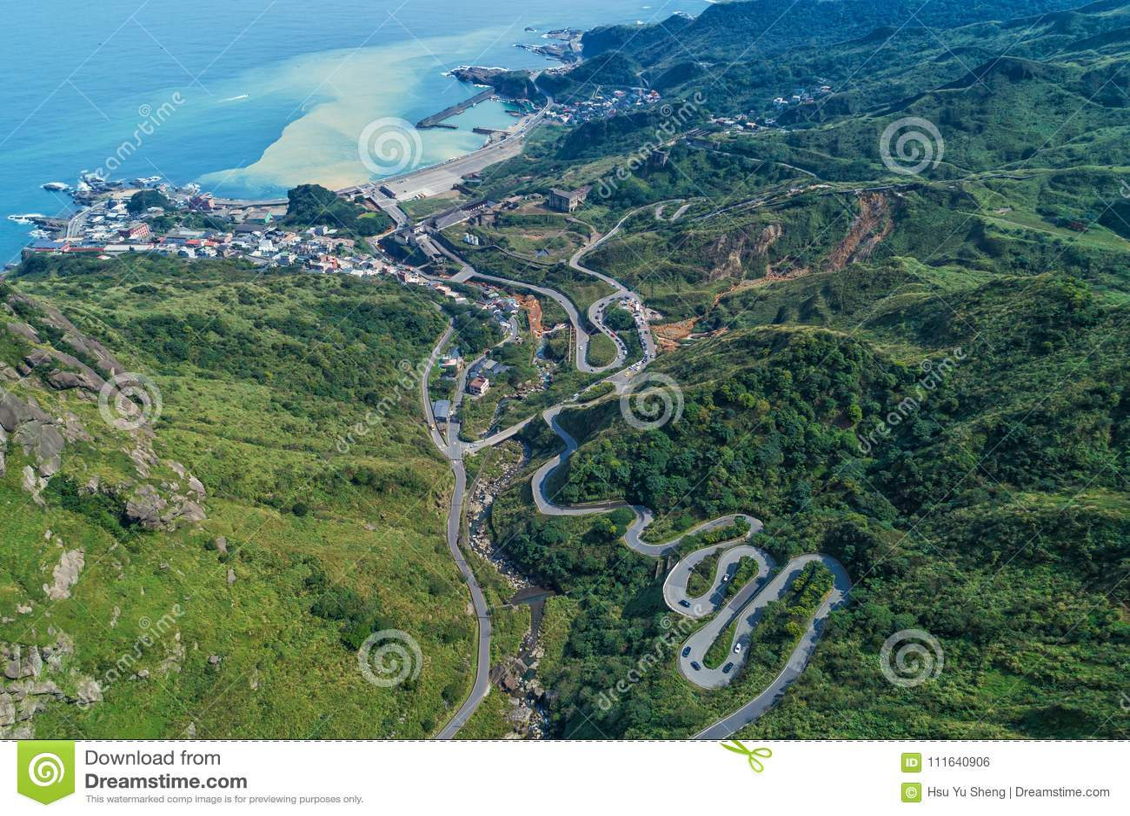 Jinguashi mit Yinyang-Seevogelperspektive - berühmte Reiseziele von Taiwan, panoramische bird's mustern Ansicht