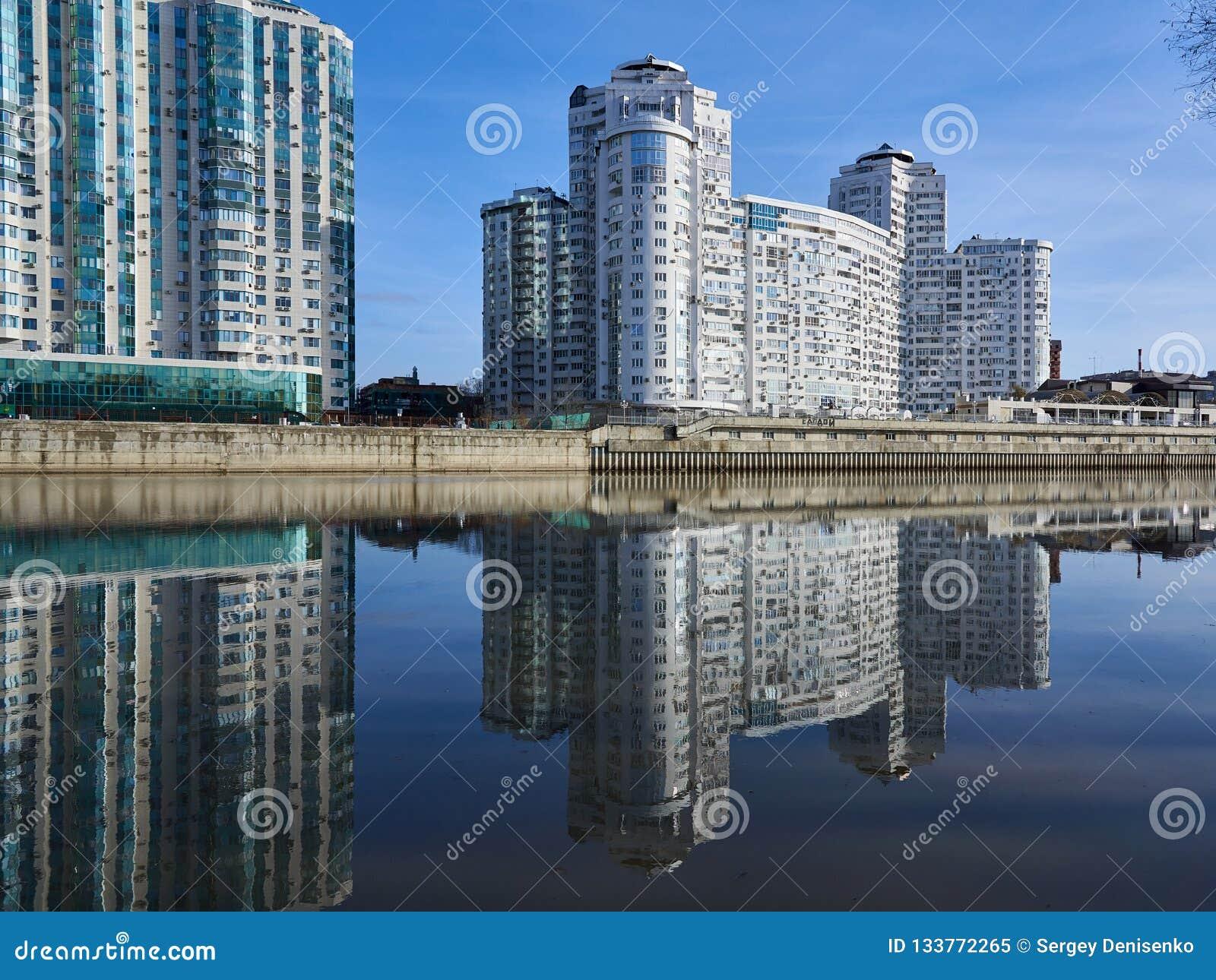 JK Brigantina Kubanskaya Naberezhnaya 31-1 Изумляя взгляд роскошное жилого комплекса небоскребов