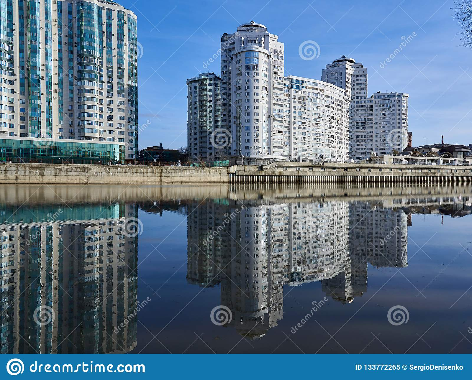 JK Brigantina Kubanskaya Naberezhnaya 31-1 Zadziwiający widok luksus mieszkaniowy drapacz chmur powikłani