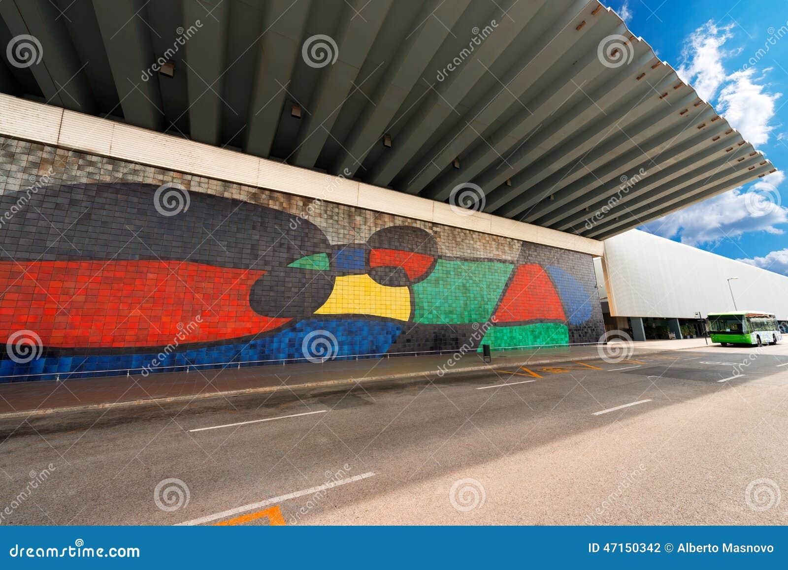 Joan Miro - grande peinture murale en céramique - Barcelone
