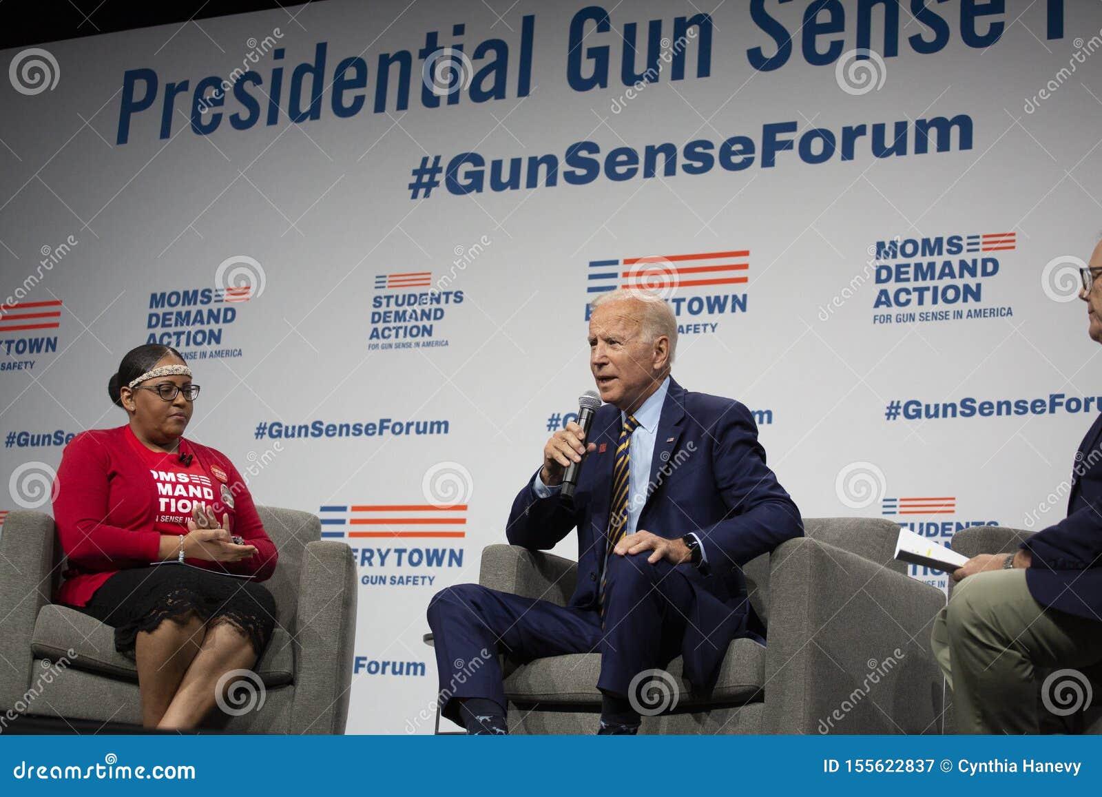 Joe Biden au forum de sens d arme à feu le 10 août 2019, Des Moines, Iowa, Etats-Unis
